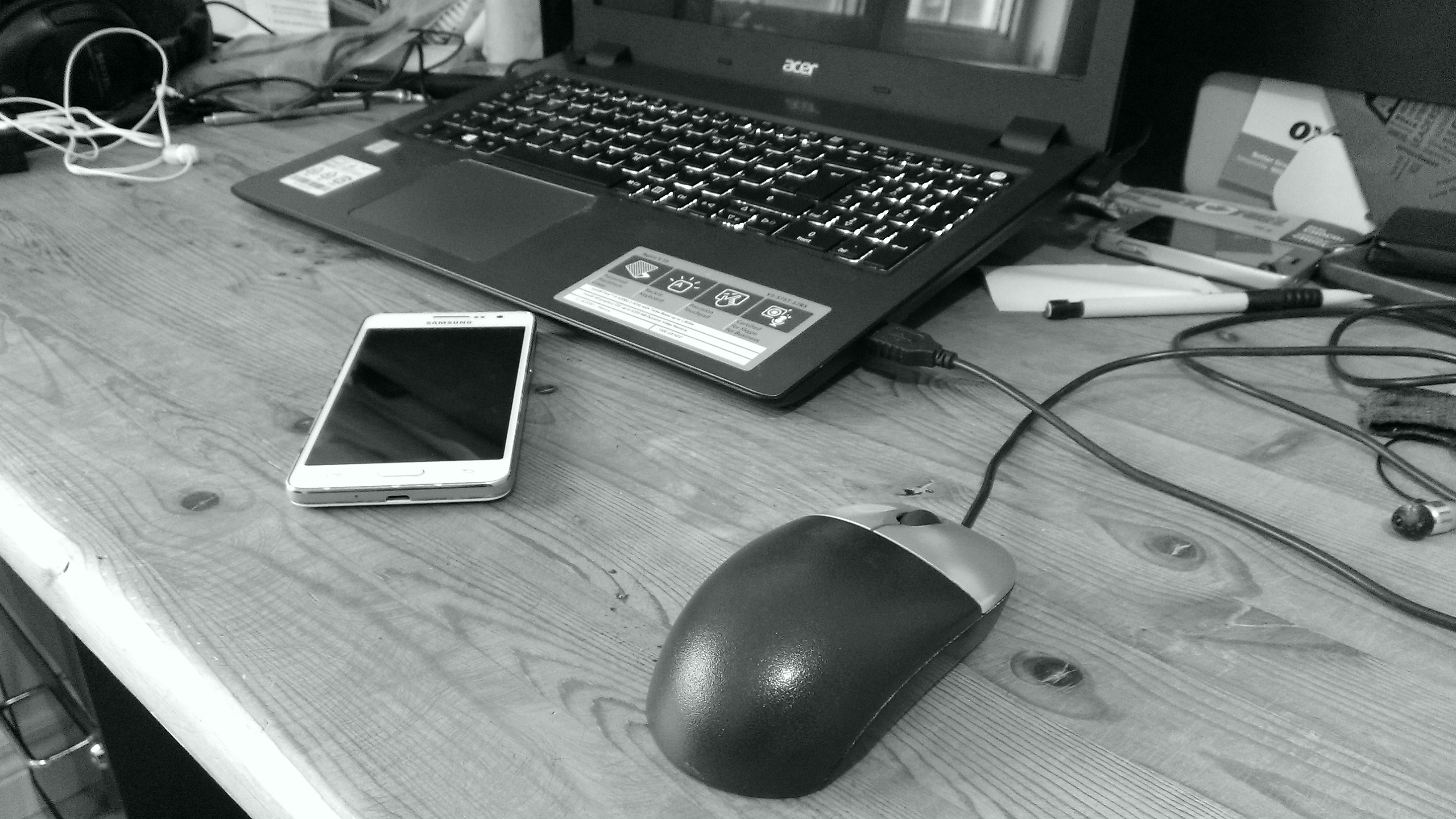 File:Computer mouse laptop and phone on a desk.jpg - Wikimedia Commons