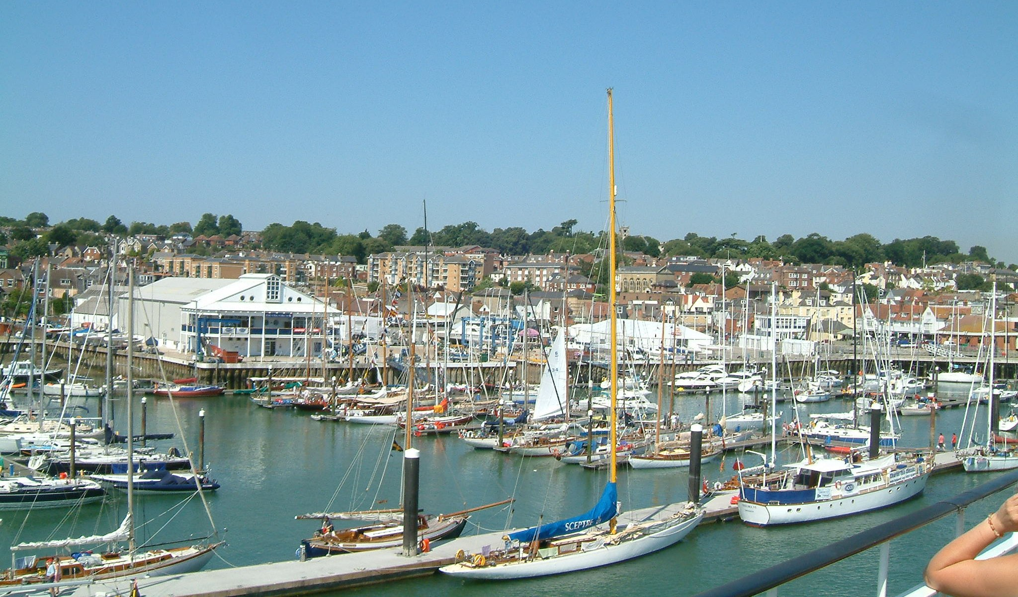 File:Cowes 02.jpg - Wikimedia Commons