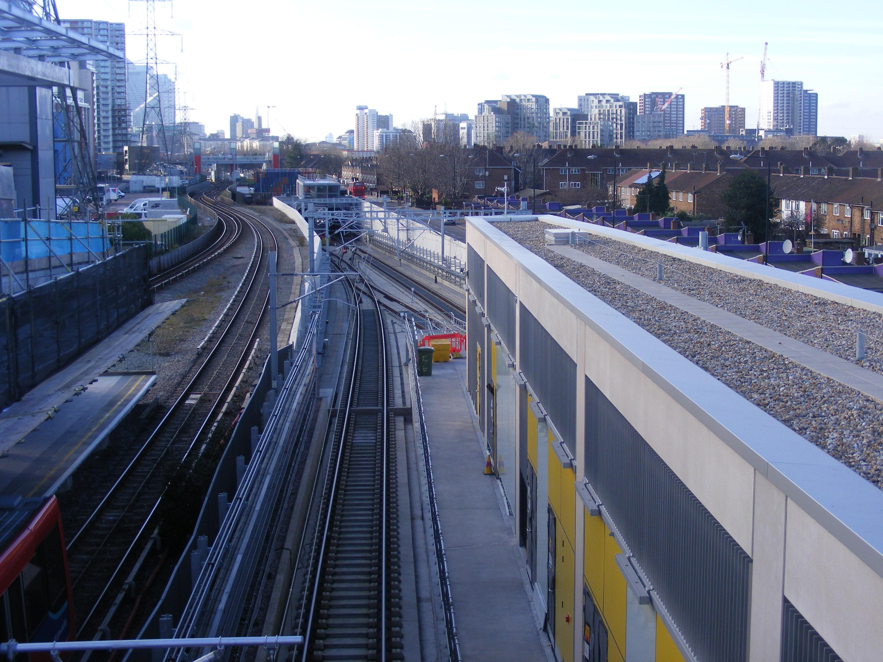 File Custom House Dlr And Crossrail Stations Jpg Wikimedia Commons