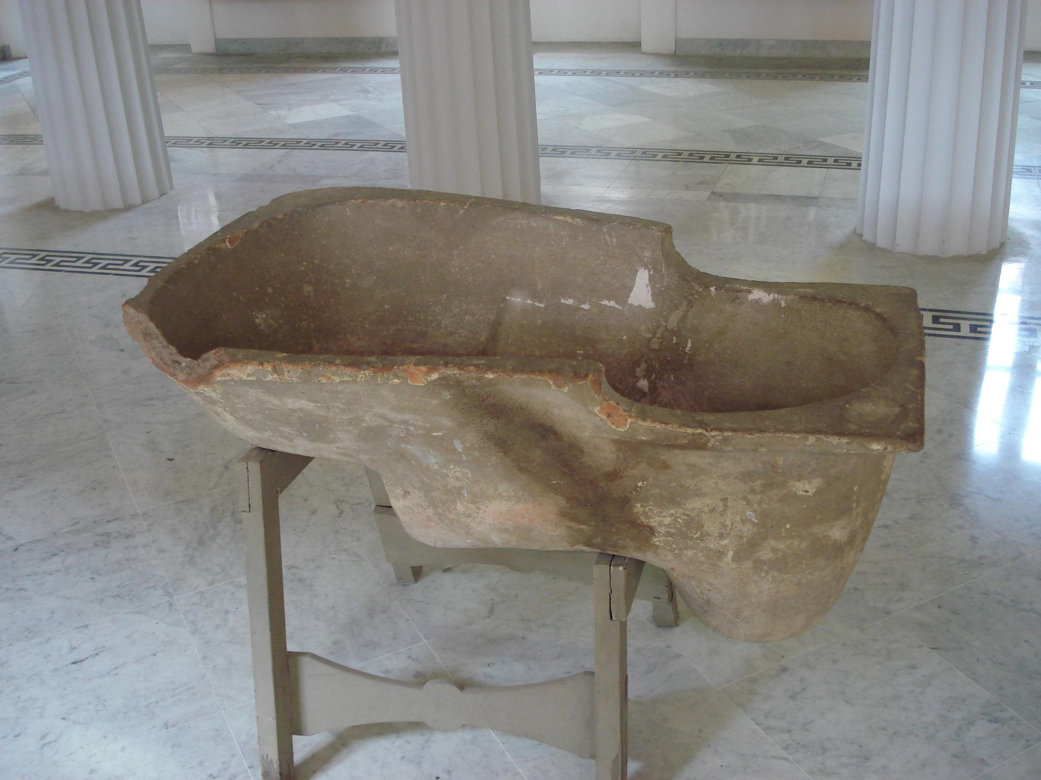 Vasca Da Bagno Wikipedia : File:dsc00139 vasca da bagno in terracotta foto di g. dallorto