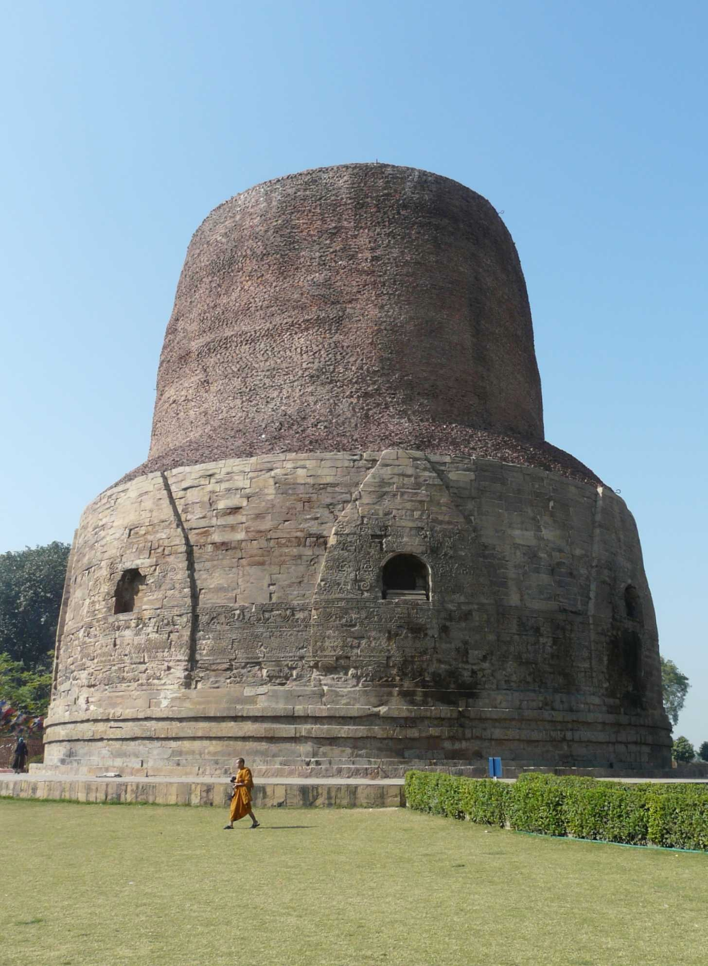 File:Dhamek stupa, Sarnath.jpg - Wikimedia Commons