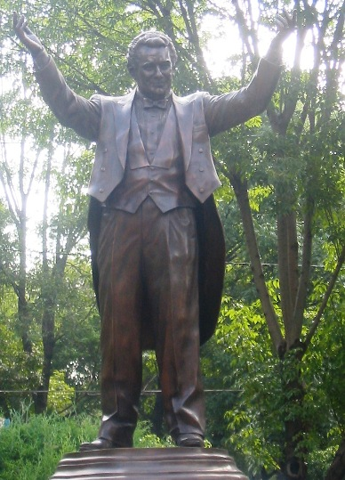 Domingo statue
