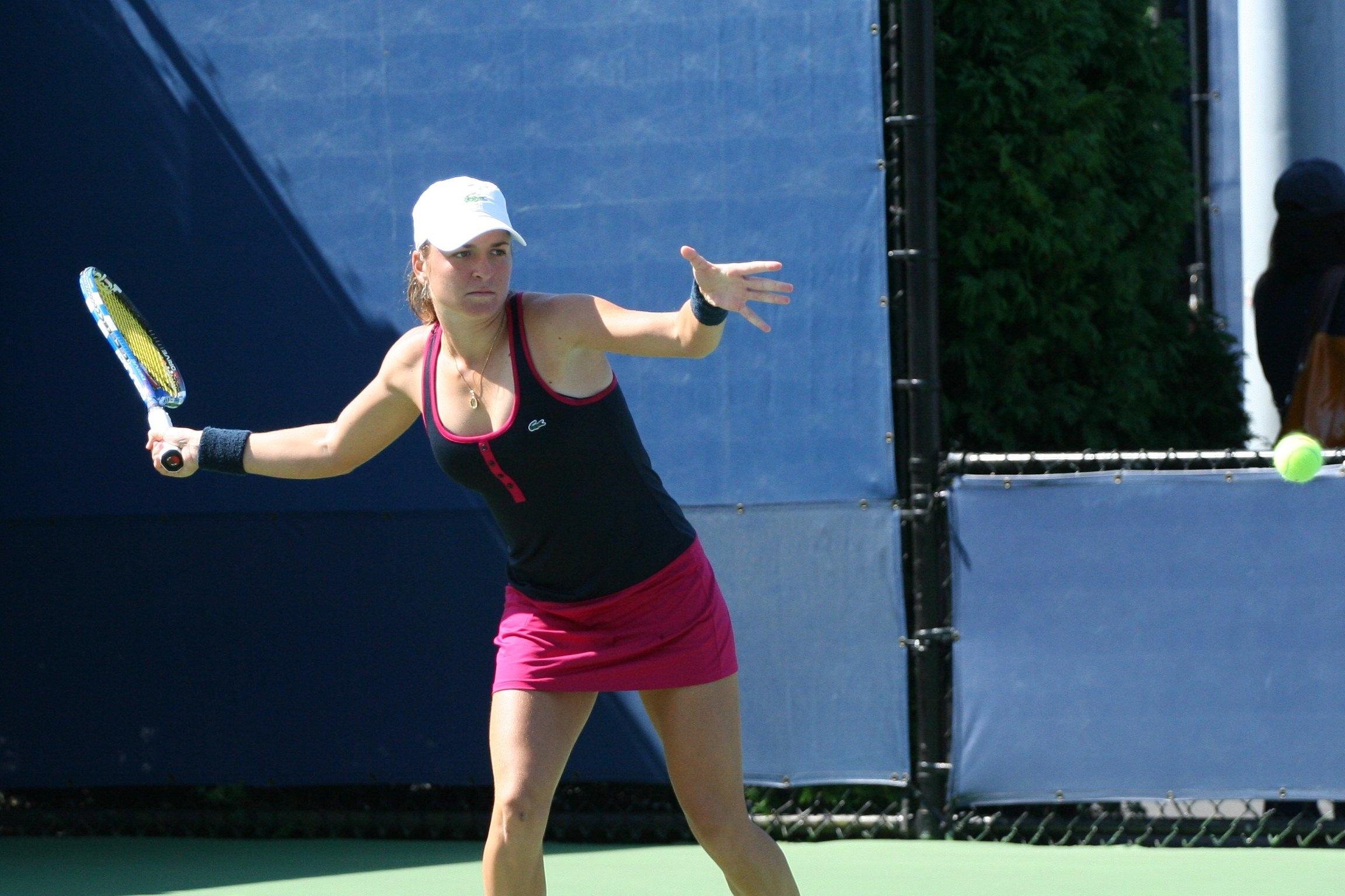 Venus Williams begins Wimbledon 2011 with win over Akgul ...