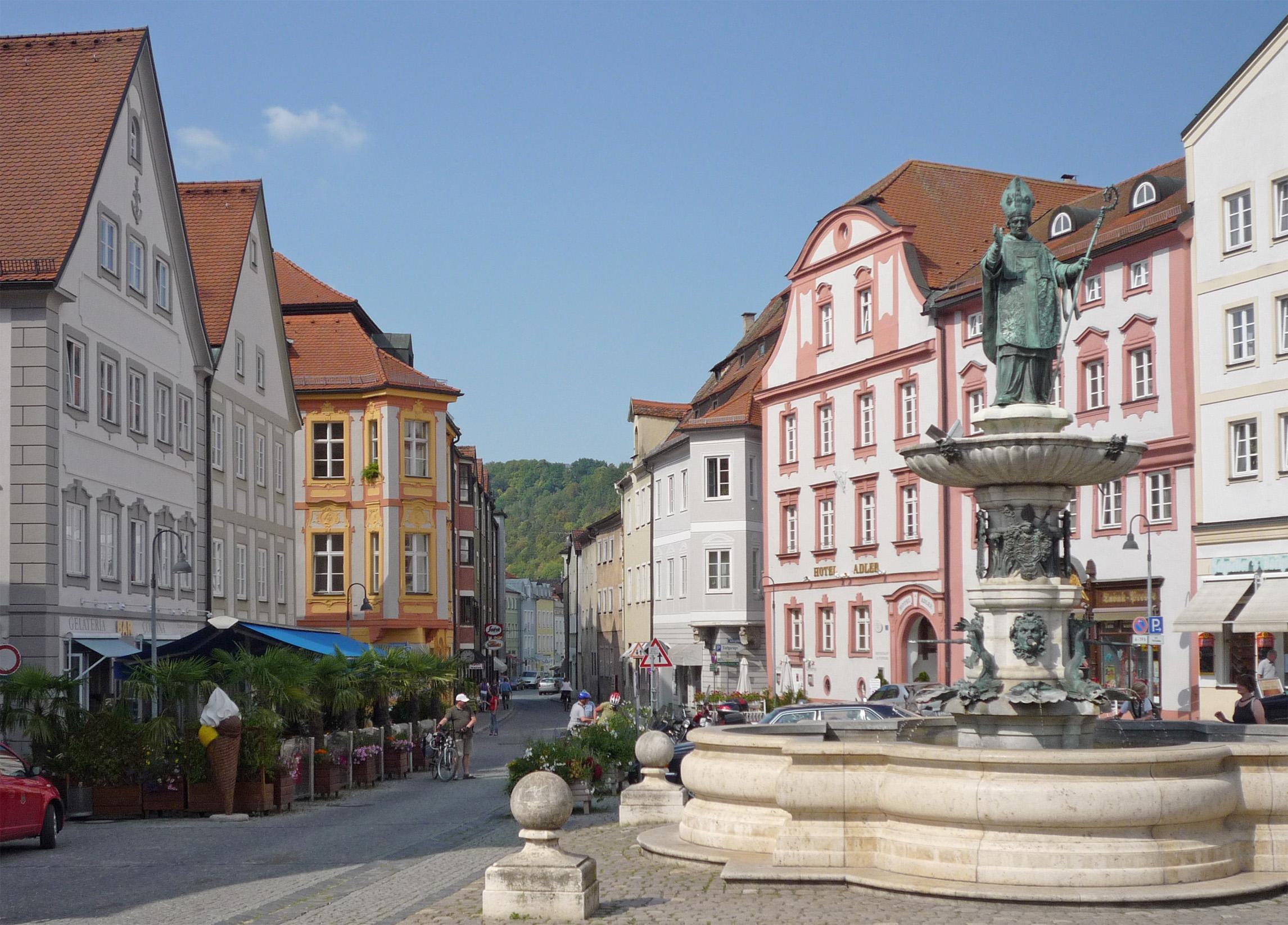 Marktplatz mit Willibaldsbrunnen