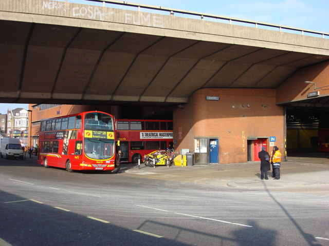 File:First London bus Volvo B7TL Wright Eclipse Gemini in Westbourne Park Bus Garage, West ...