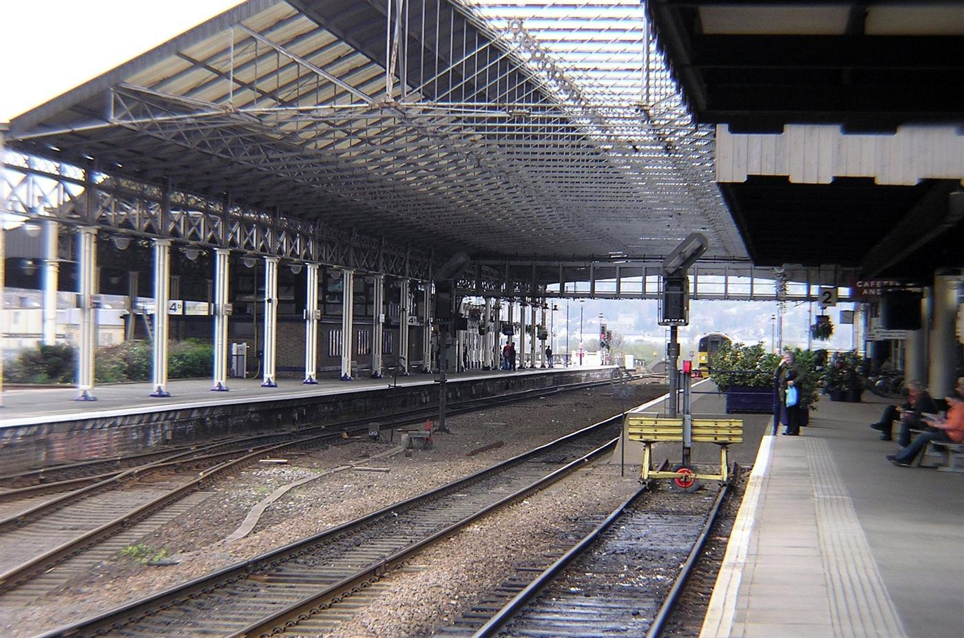 file huddersfield rail station platforms jpg  file huddersfield rail station platforms jpg