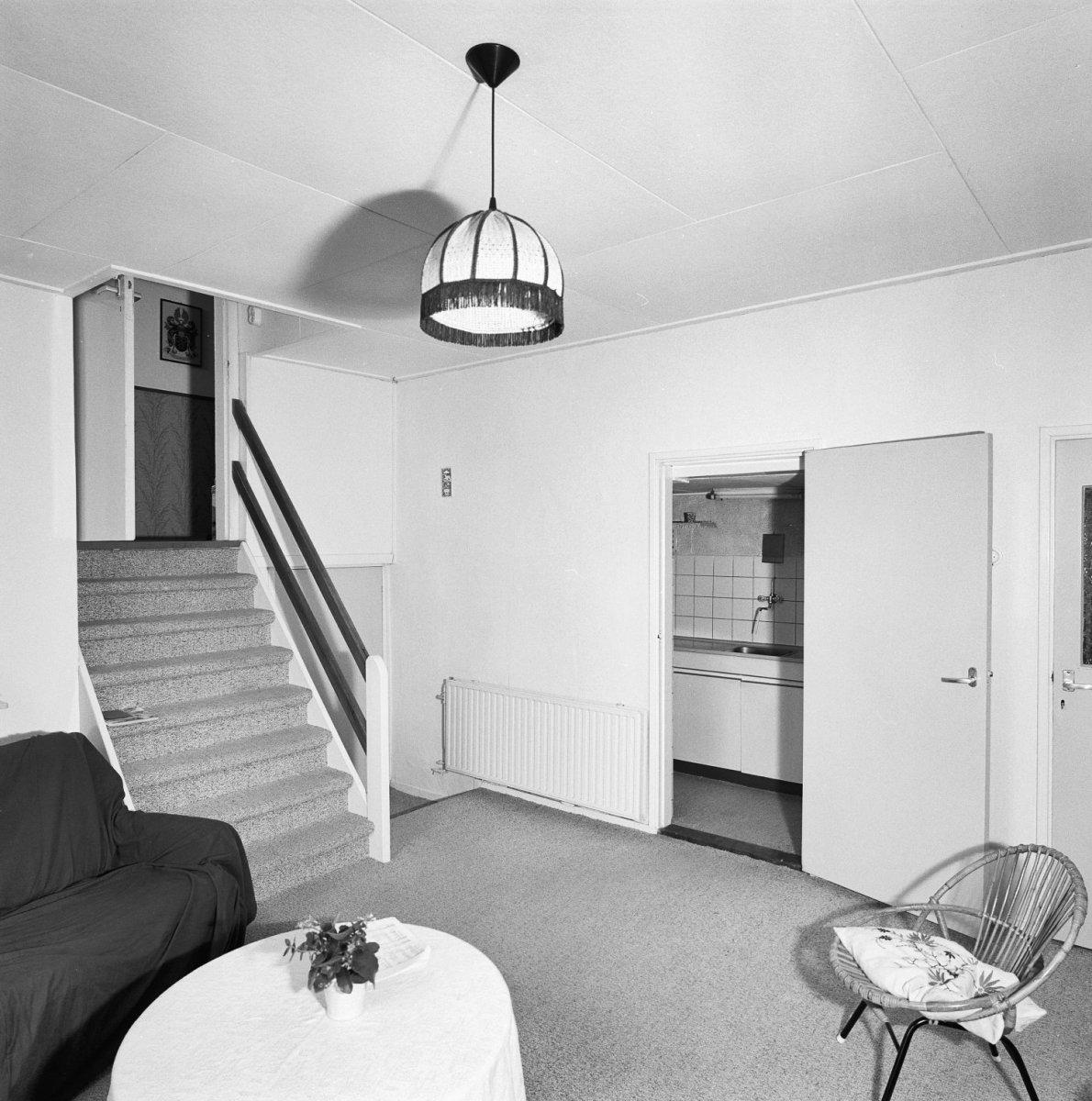 File:Interieur woonhuis, gedeelte woonkamer met ingebouwde keuken en ...