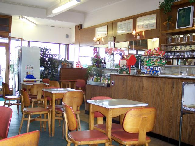 File:Interior of Brucciani's Ice Cream Parlour on Marine Road Central - geograph.org.uk - 418635.jpg