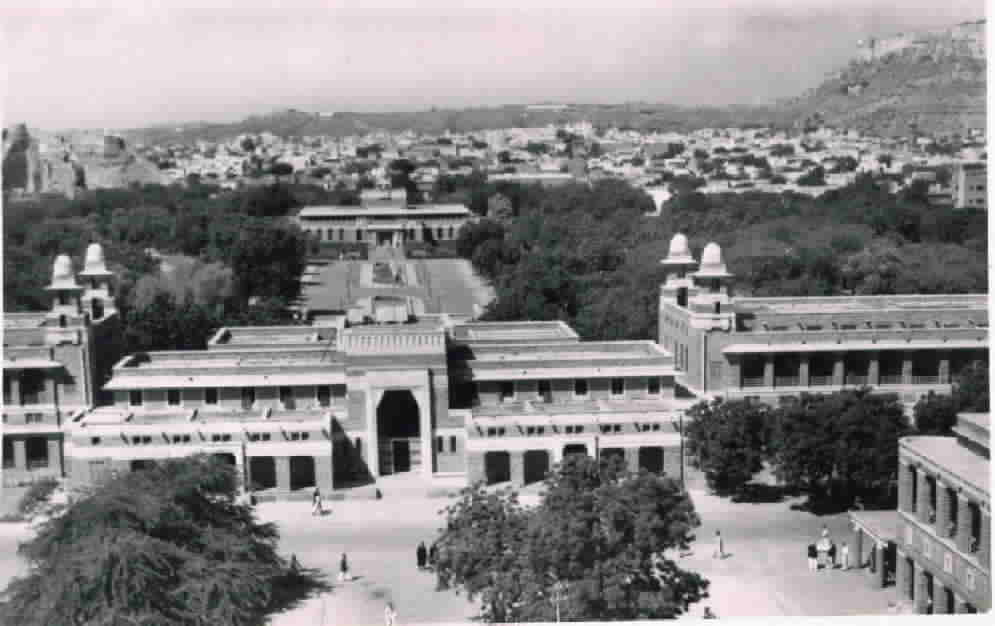 View of the Rajasthan High Court, Sardar museum in Umaid Park and upper right is Jodhpur fort in 1960.