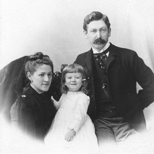 Sarah, Howard, and Winfield Lovecraft in 1892. Lovecraft Family, 1892.png