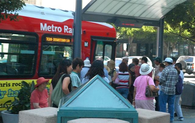 Los Angeles Rapid Bus -- Wikimedia photo