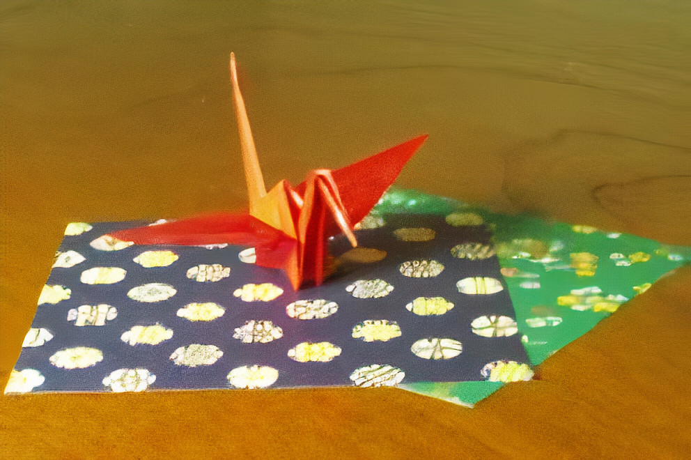 crane and papers of the same size used to fold it
