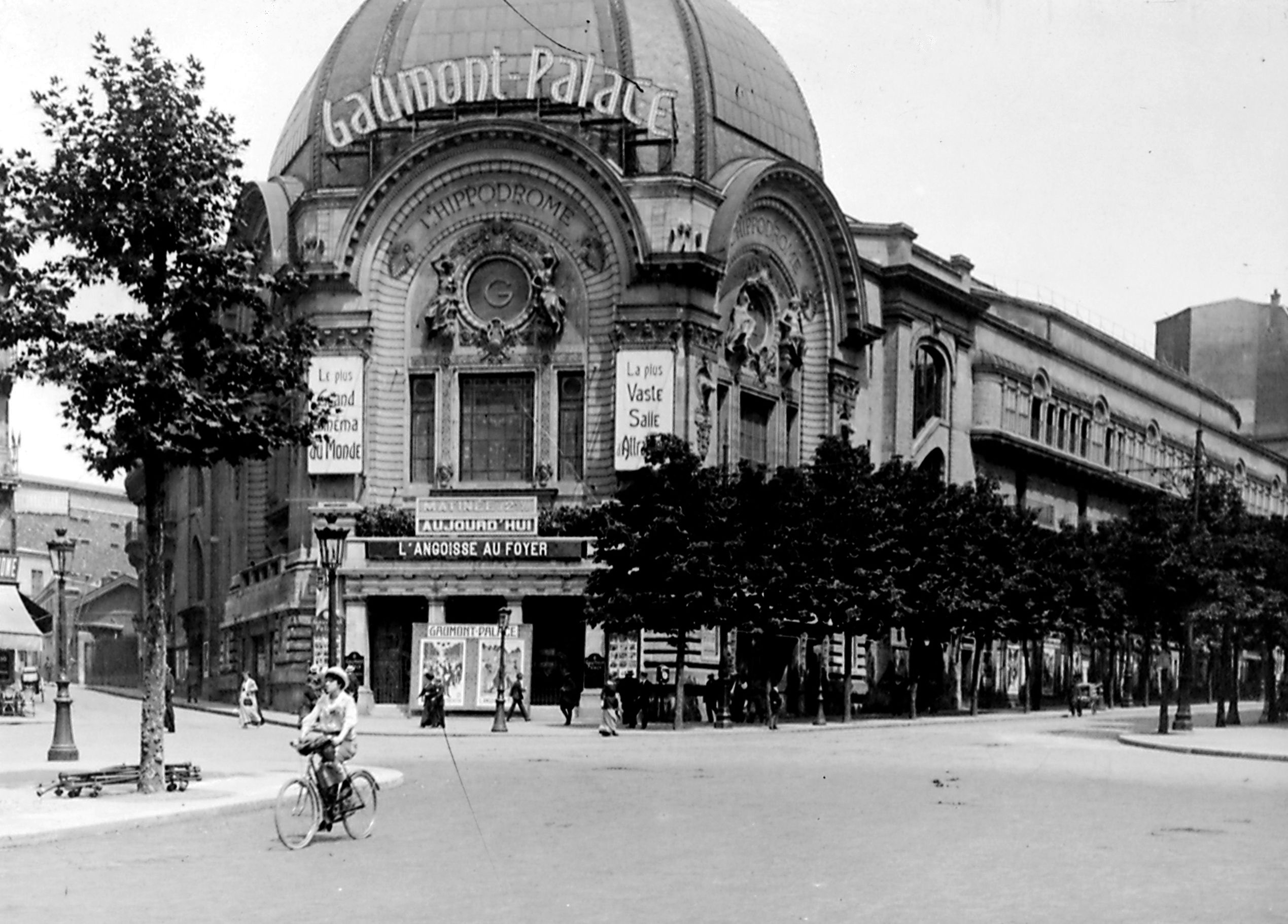 first cinema paris lumiere paris movie places