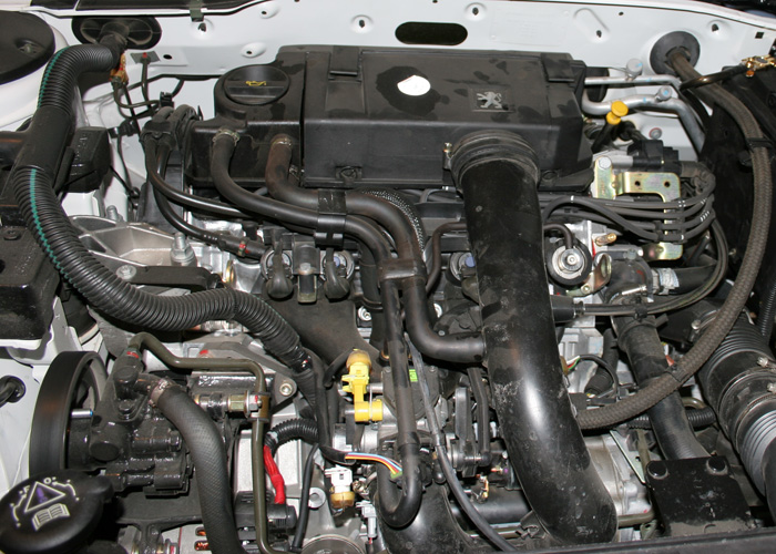 File:Peugeot Pars 1.8 8V L3 Engine.jpg - Wikimedia Commons