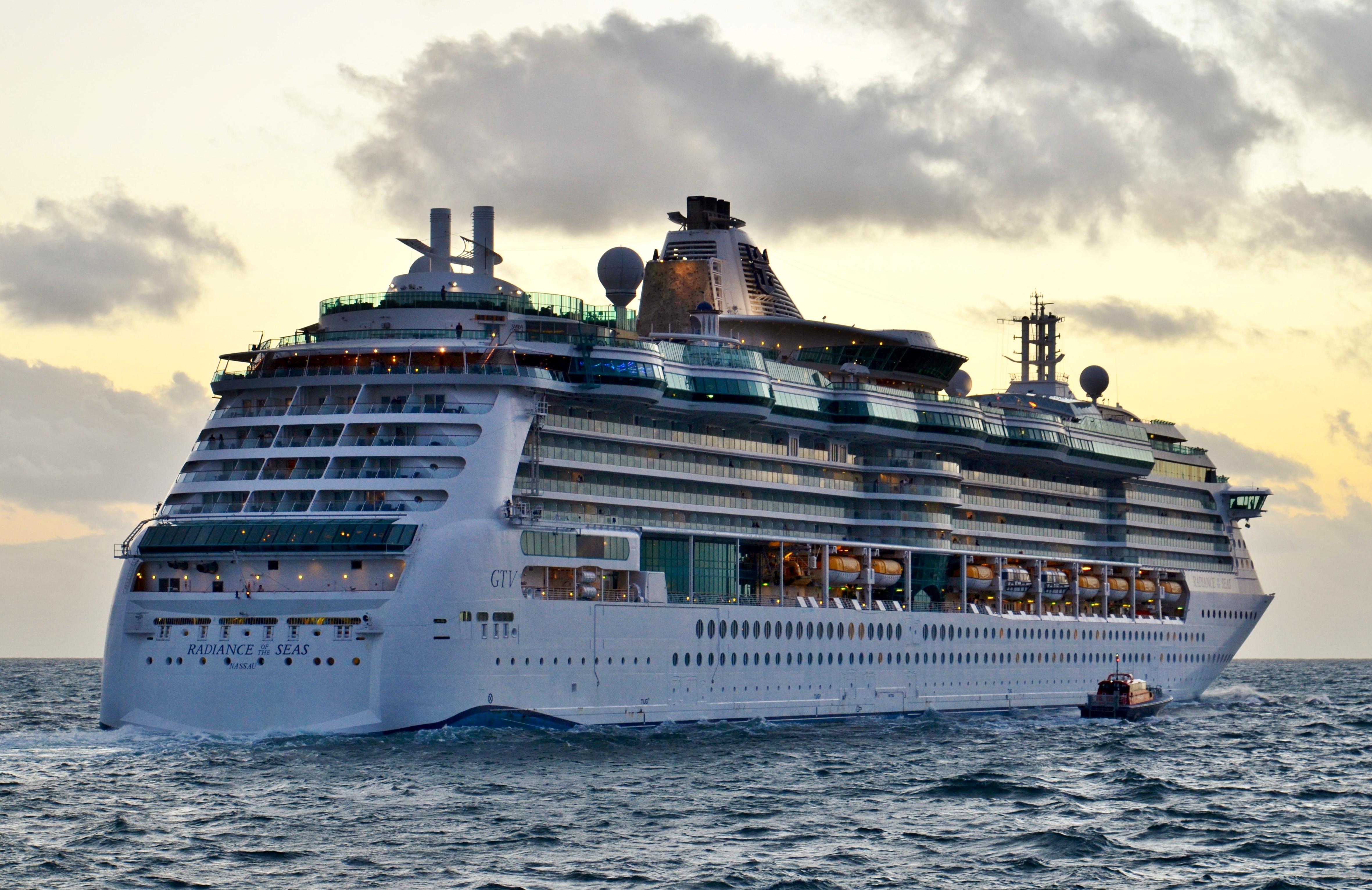 File Radiance Of The Seas Fremantle 2015 10 Jpg