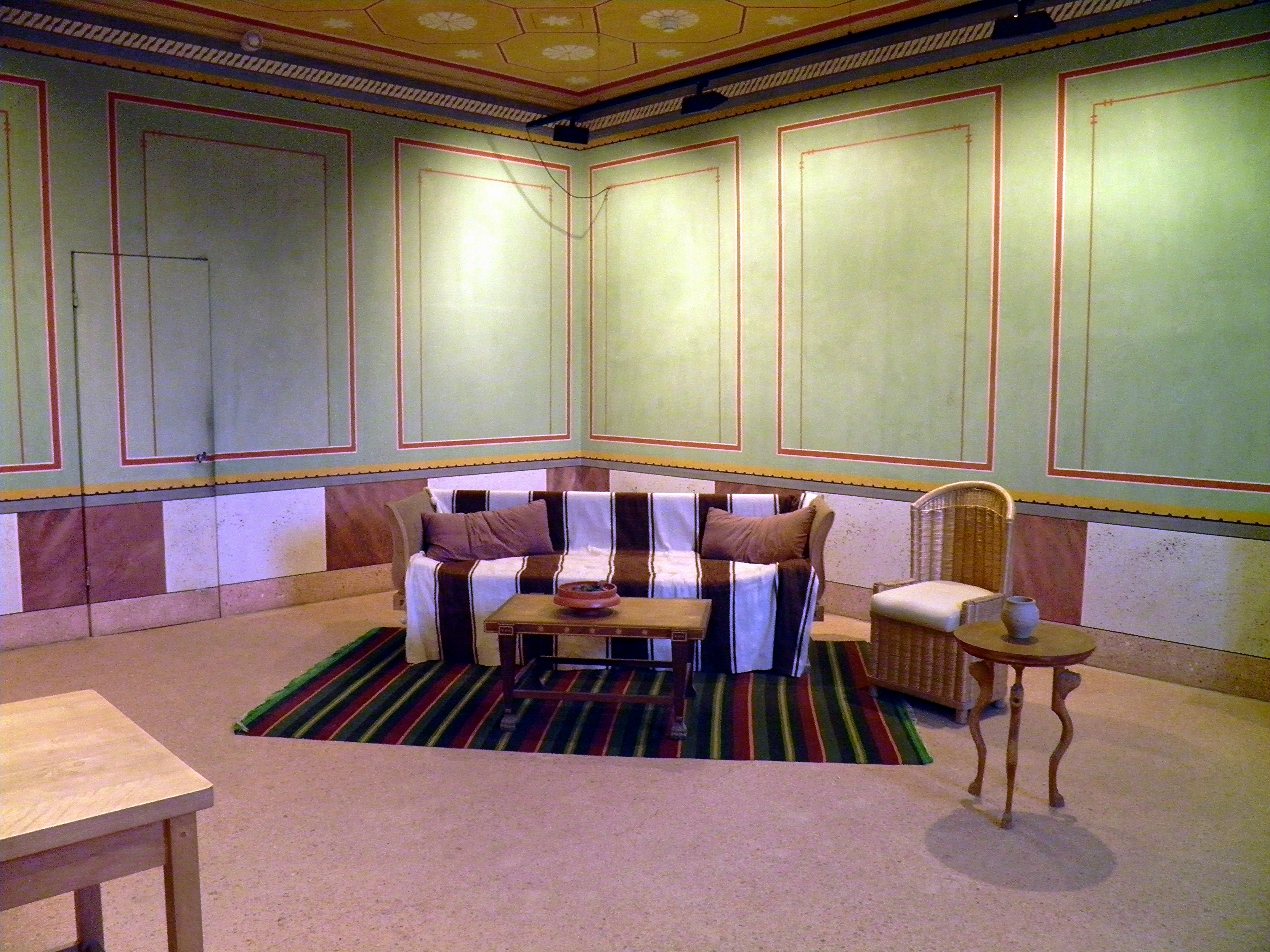File:Reconstructed Roman furniture and mural painting in of the ...