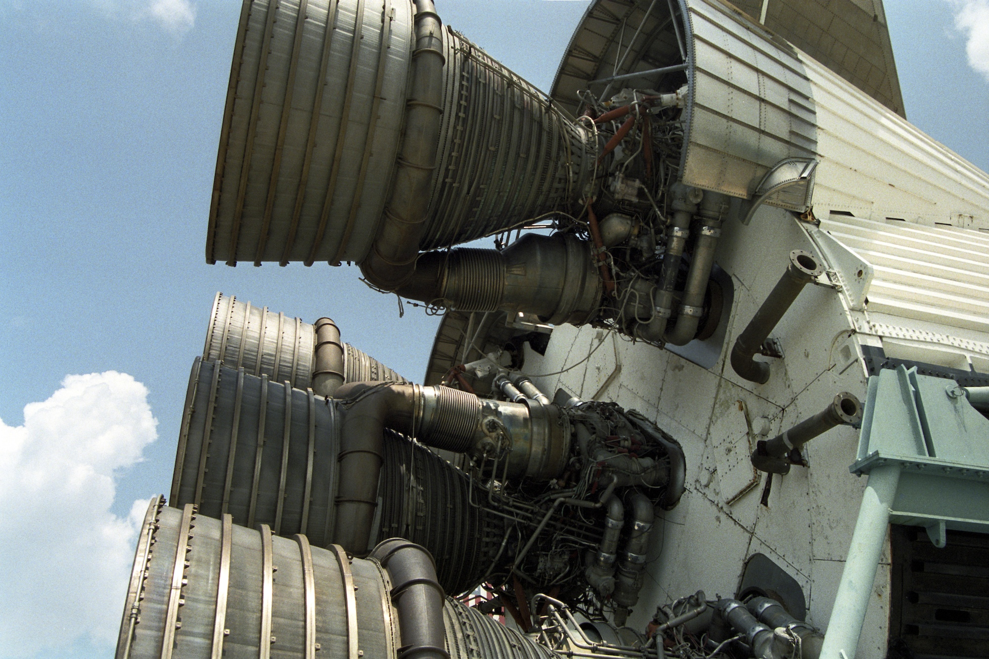 Saturn_V_Rocket_S-IC_-_1992.jpg