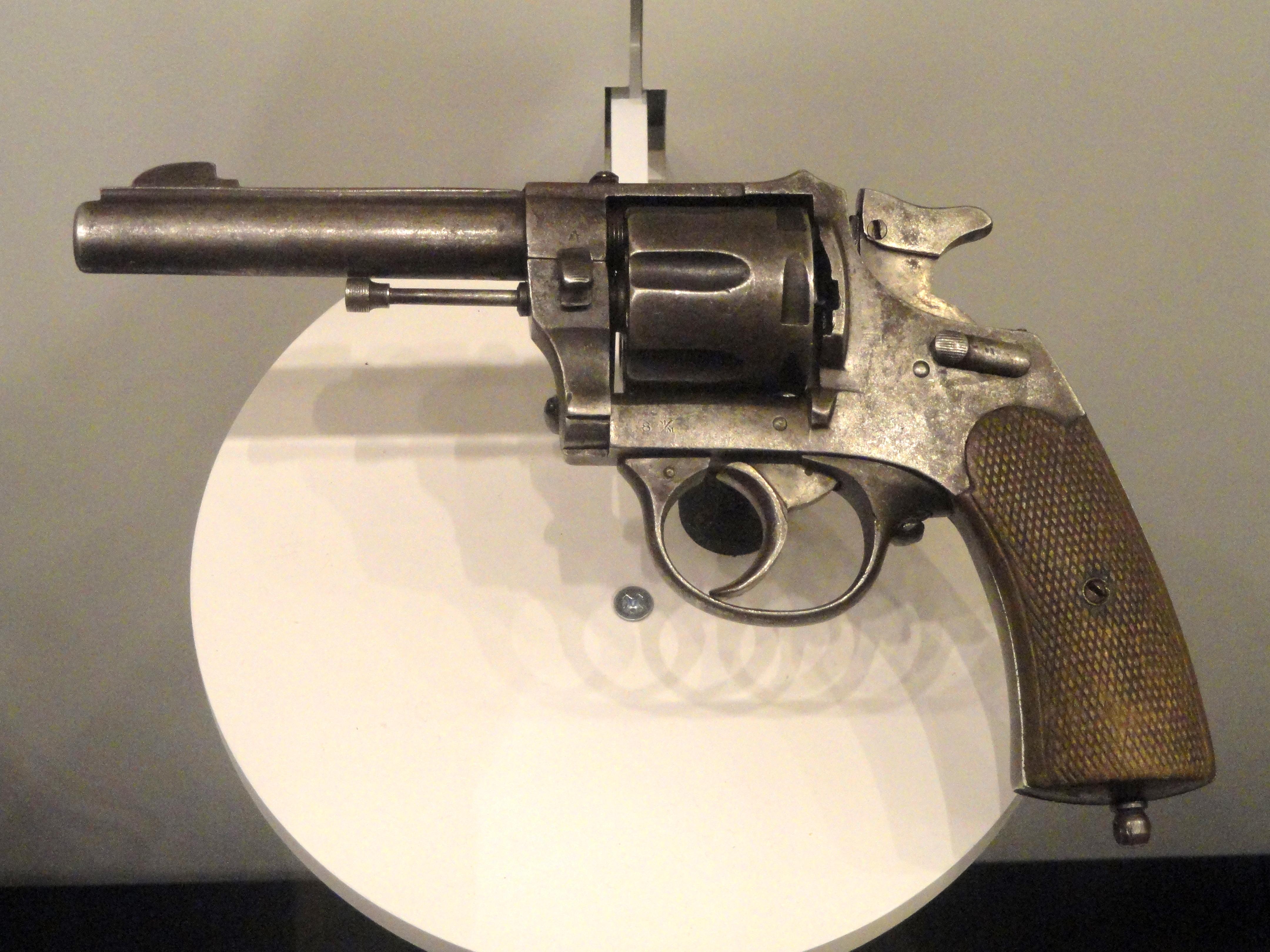 dde1c3b2c7cdef File Spain revolver