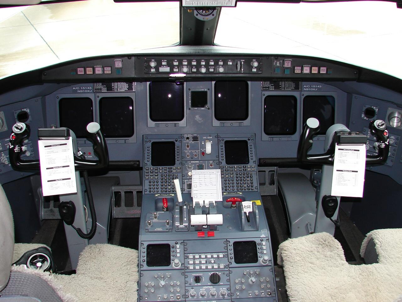Crj 900 Flight Deck