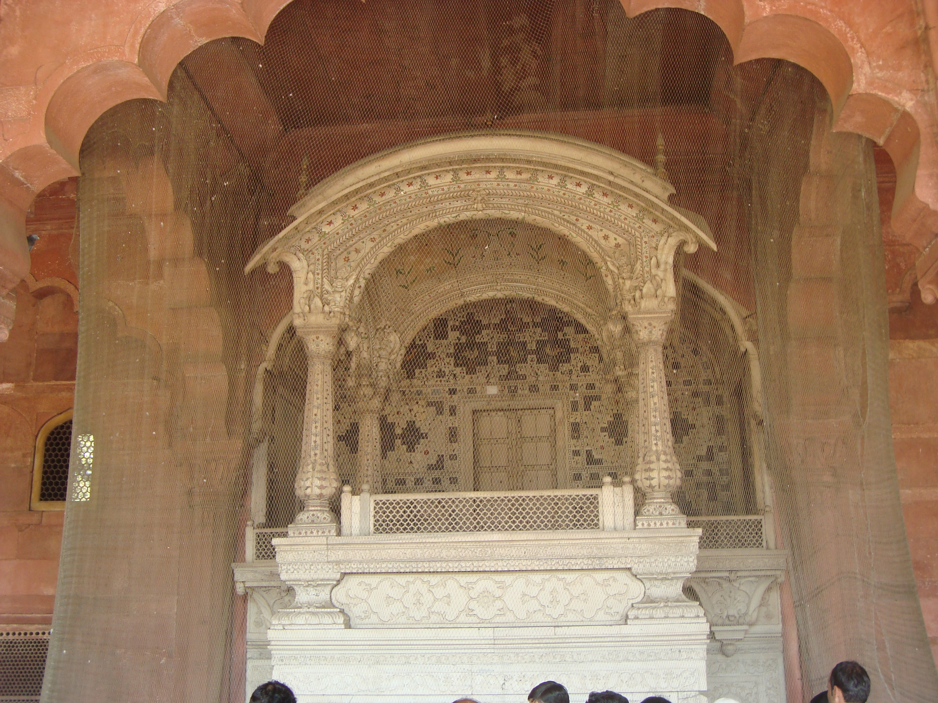 File throne at diwan i aam red fort delhi 02 jpg for Diwan i aam images