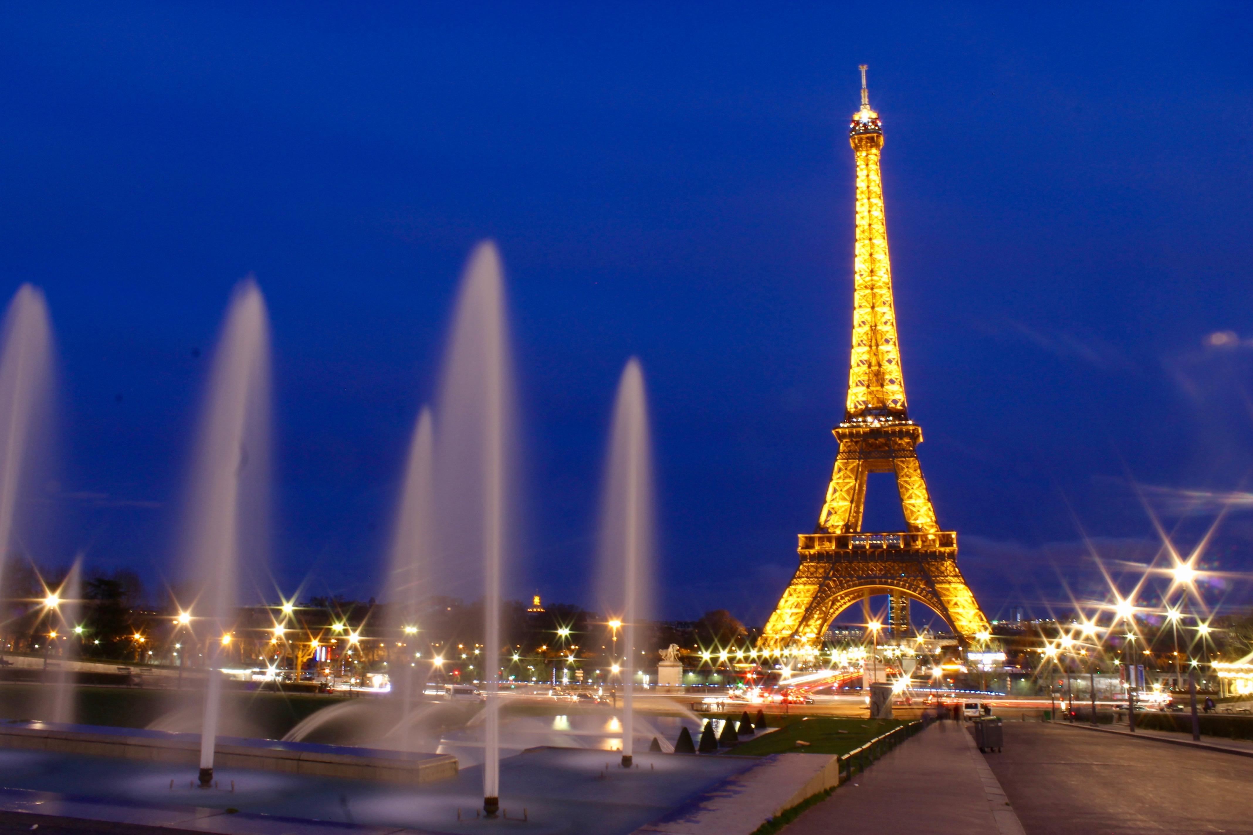 Paris La Tour Eiffel En Fete Pour Ses 300 Millions De Visiteurs