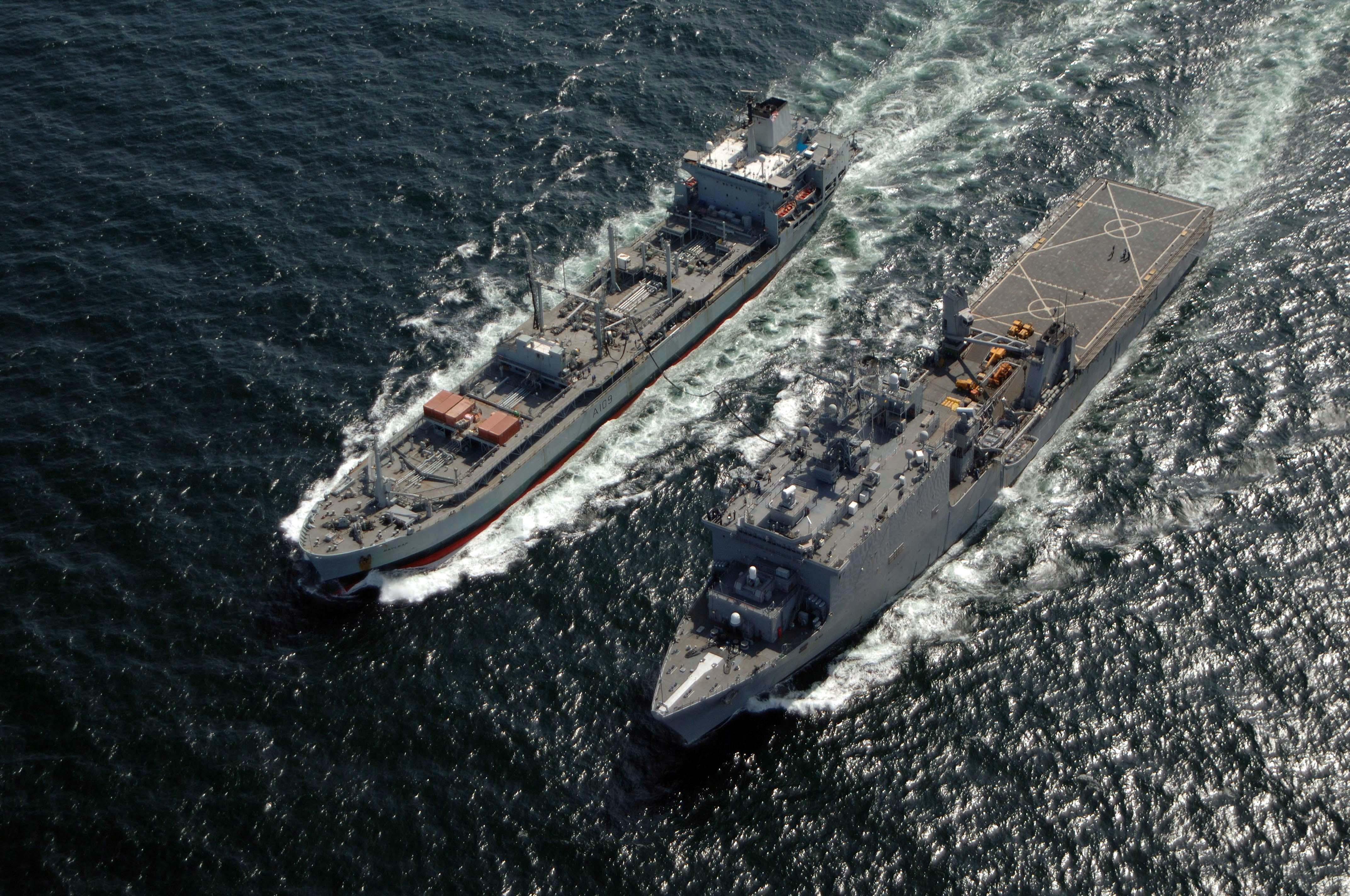 USS_Carter_Hall_(LSD-50)_and_RFA_Bayleaf_(A109).jpg