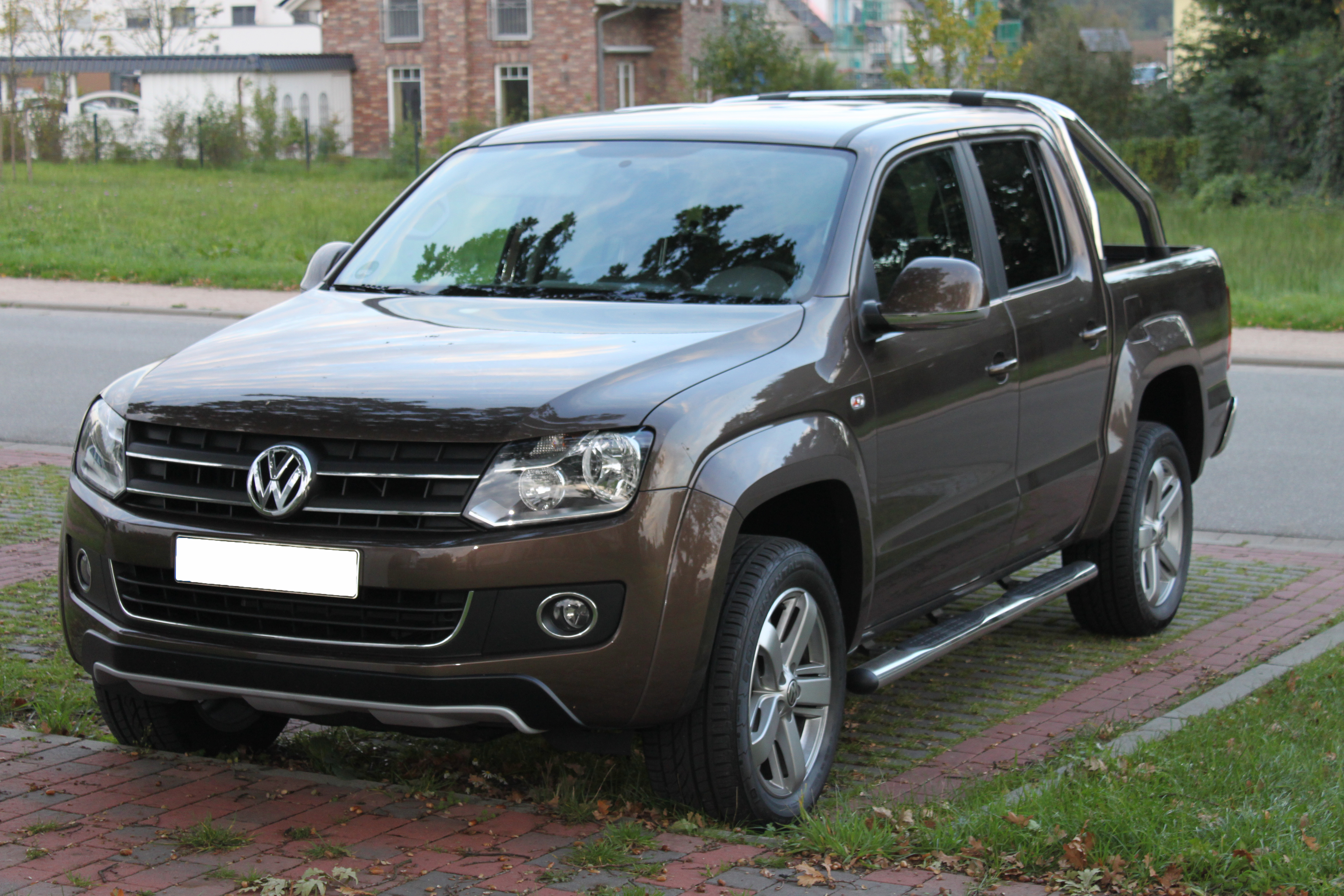 http://upload.wikimedia.org/wikipedia/commons/c/c6/VW_Amarok_front.jpg
