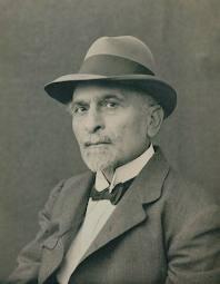 https://upload.wikimedia.org/wikipedia/commons/c/c6/Vahan_Papazyan.jpg