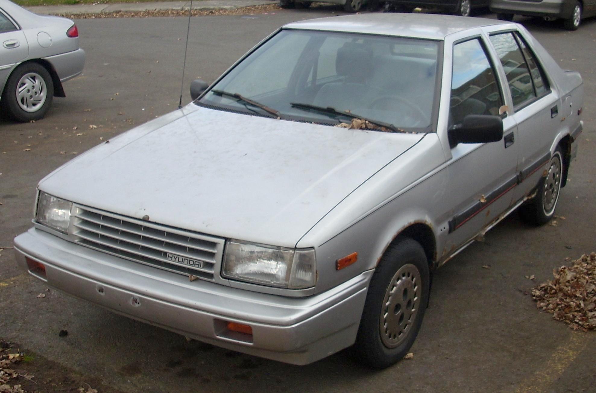 File:'88-'89 Hyundai Excel Sedan.jpg - Wikimedia Commons