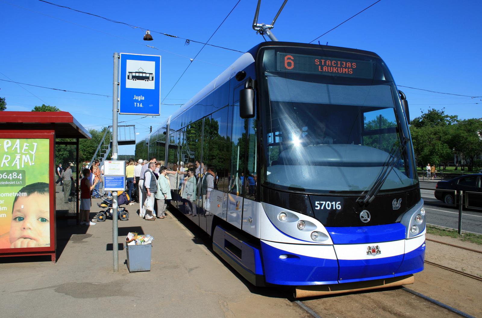 Skoda transports ... %C5%A0koda_15T_Jugla_06.2010