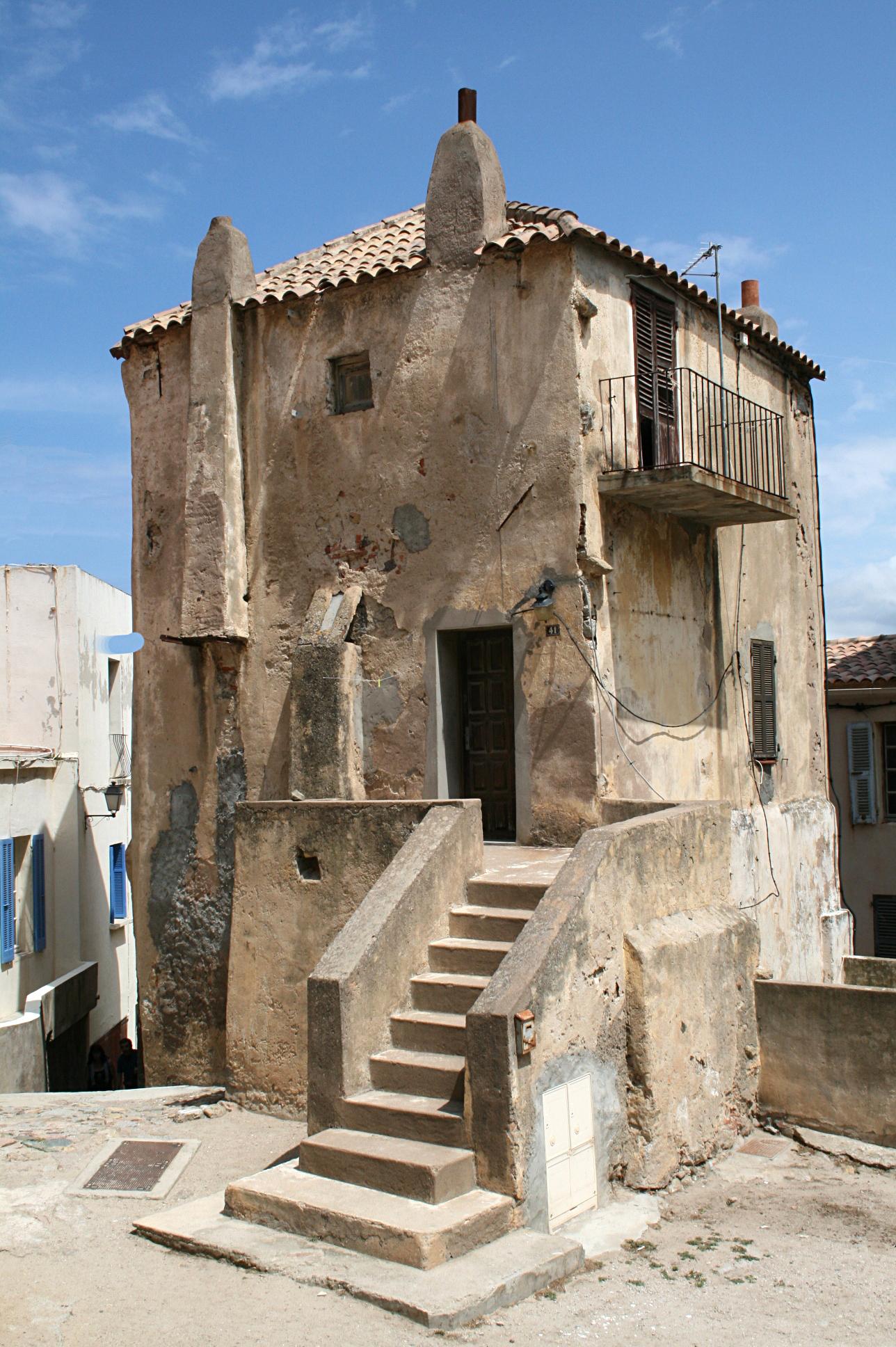 File 0 calvi ancienne maison au perron jpg wikimedia commons - Image maison ancienne ...