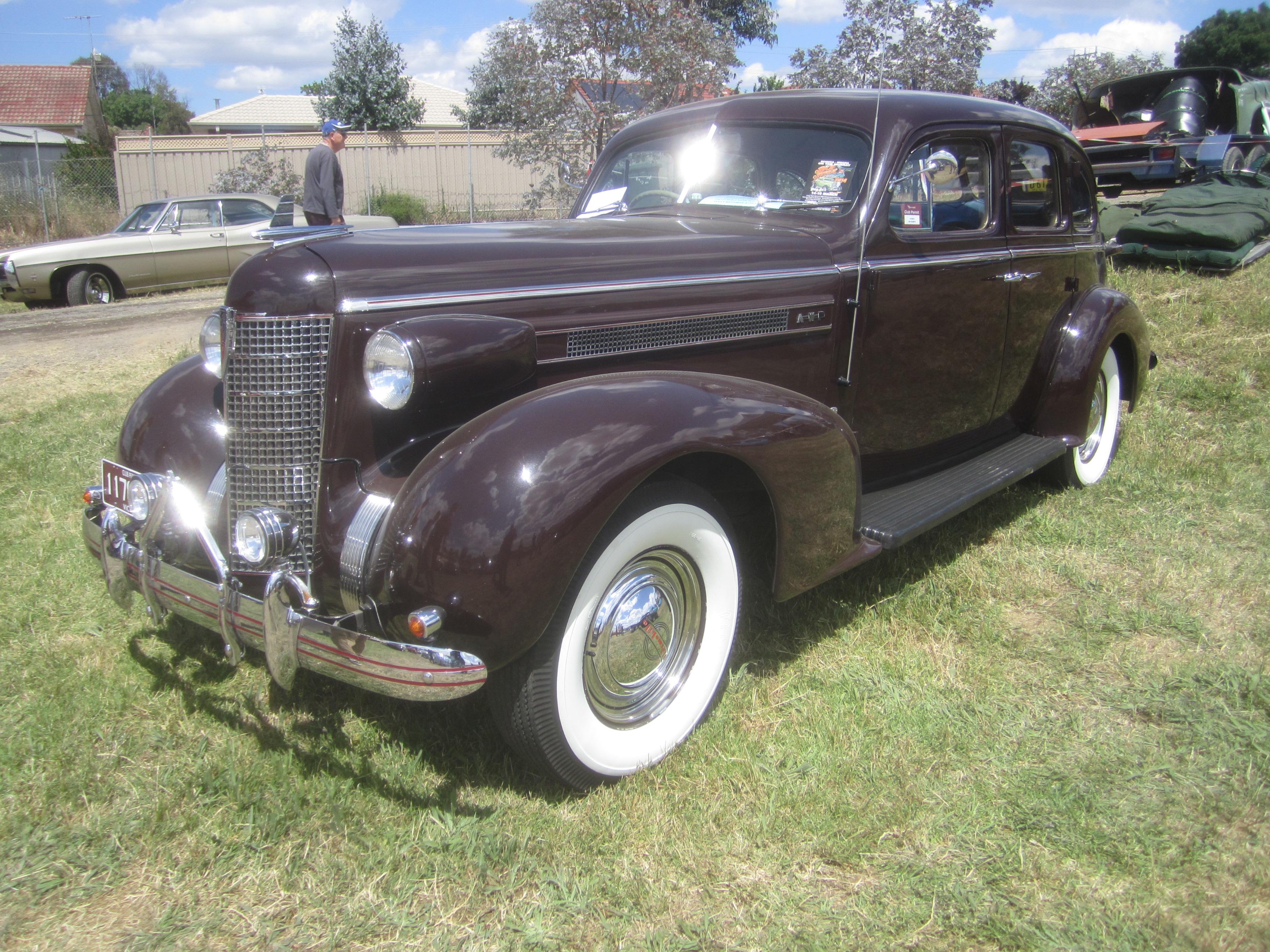 File 1937 oldsmobile l37 8 cyl sedan 10920269745 jpg for 1934 pontiac 4 door sedan