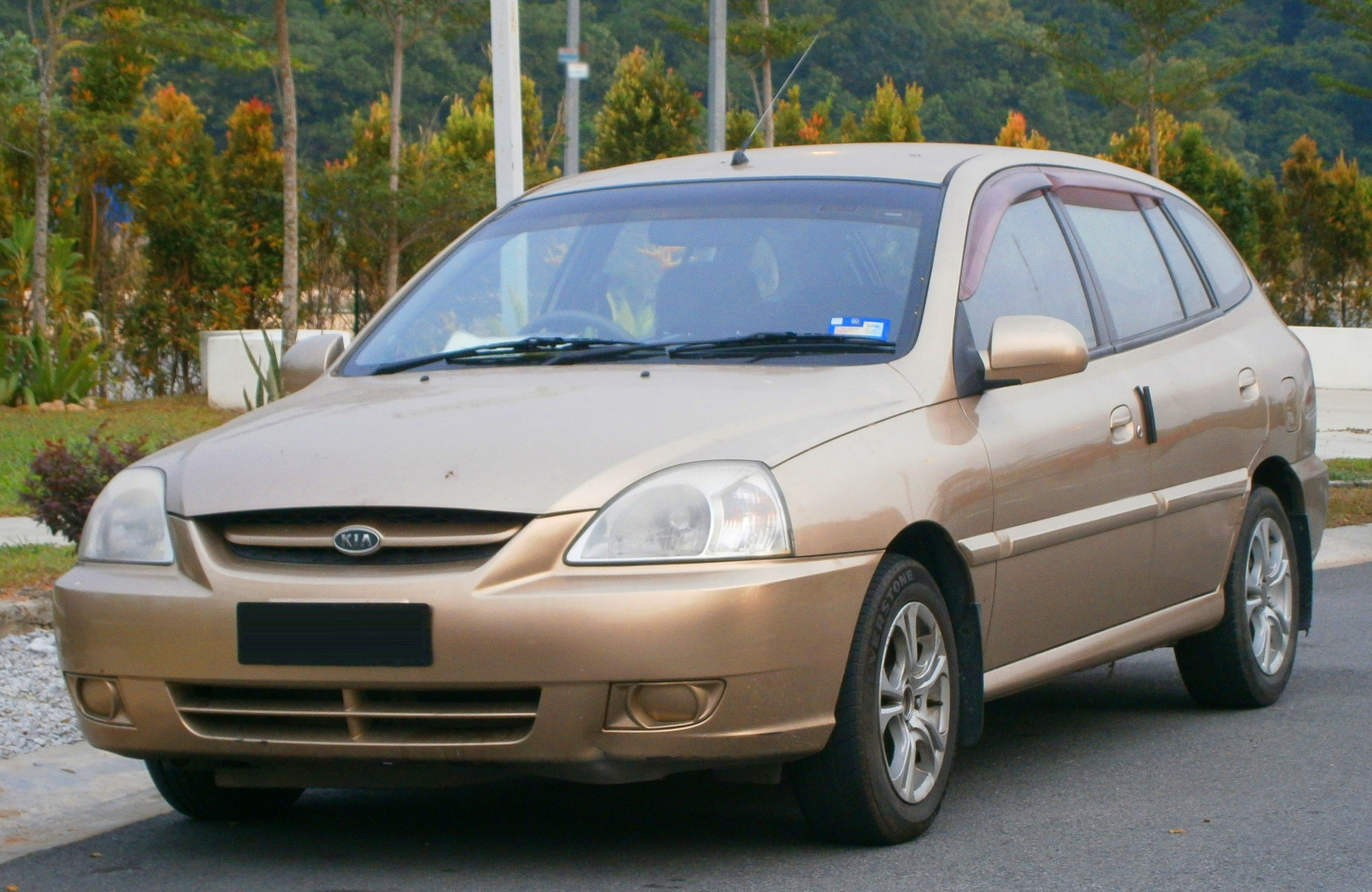 file 2004 kia rio ls hatchback in puchong malaysia 01. Black Bedroom Furniture Sets. Home Design Ideas
