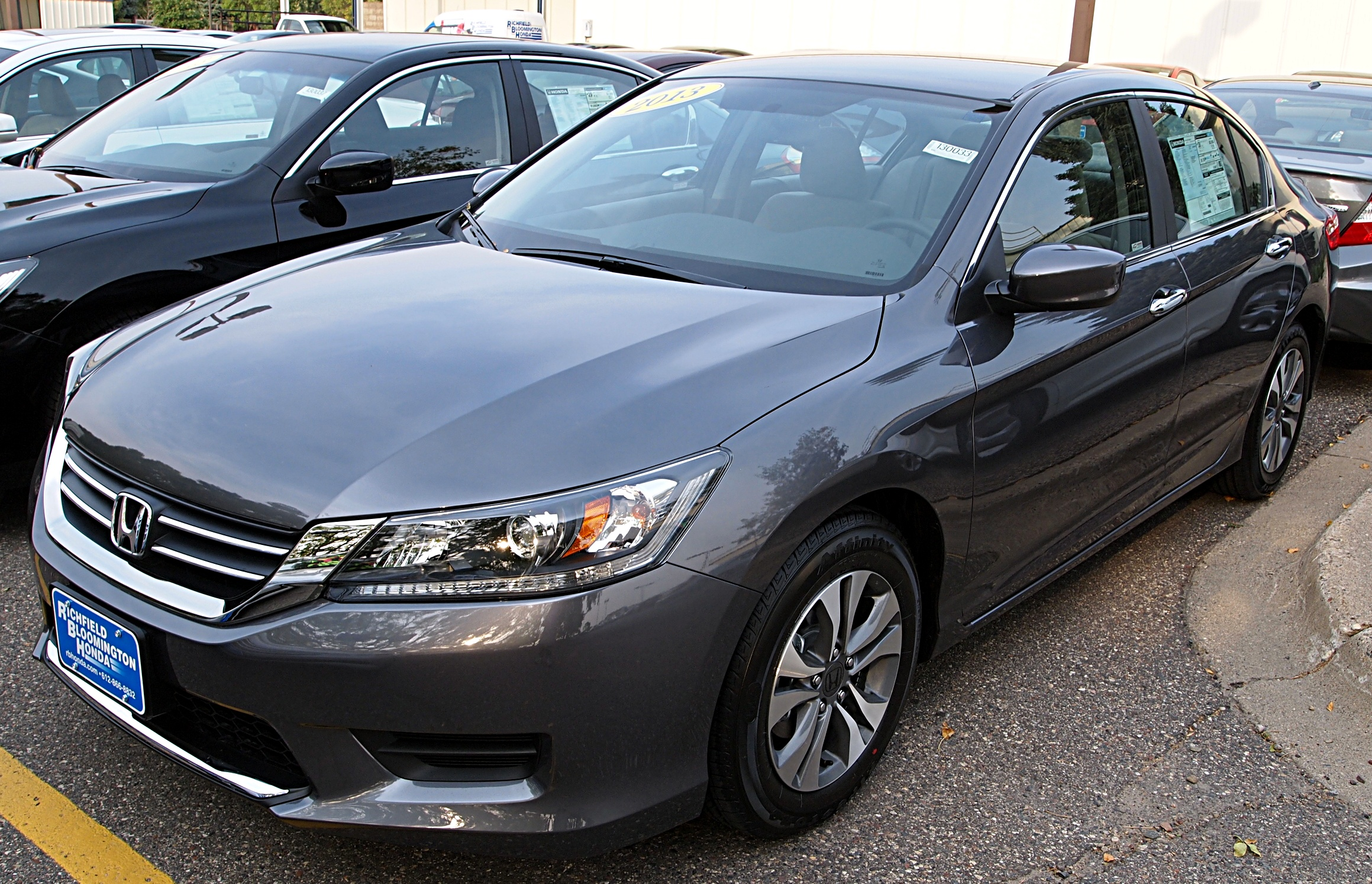 File 2013 accord wikimedia commons for Honda accord base model