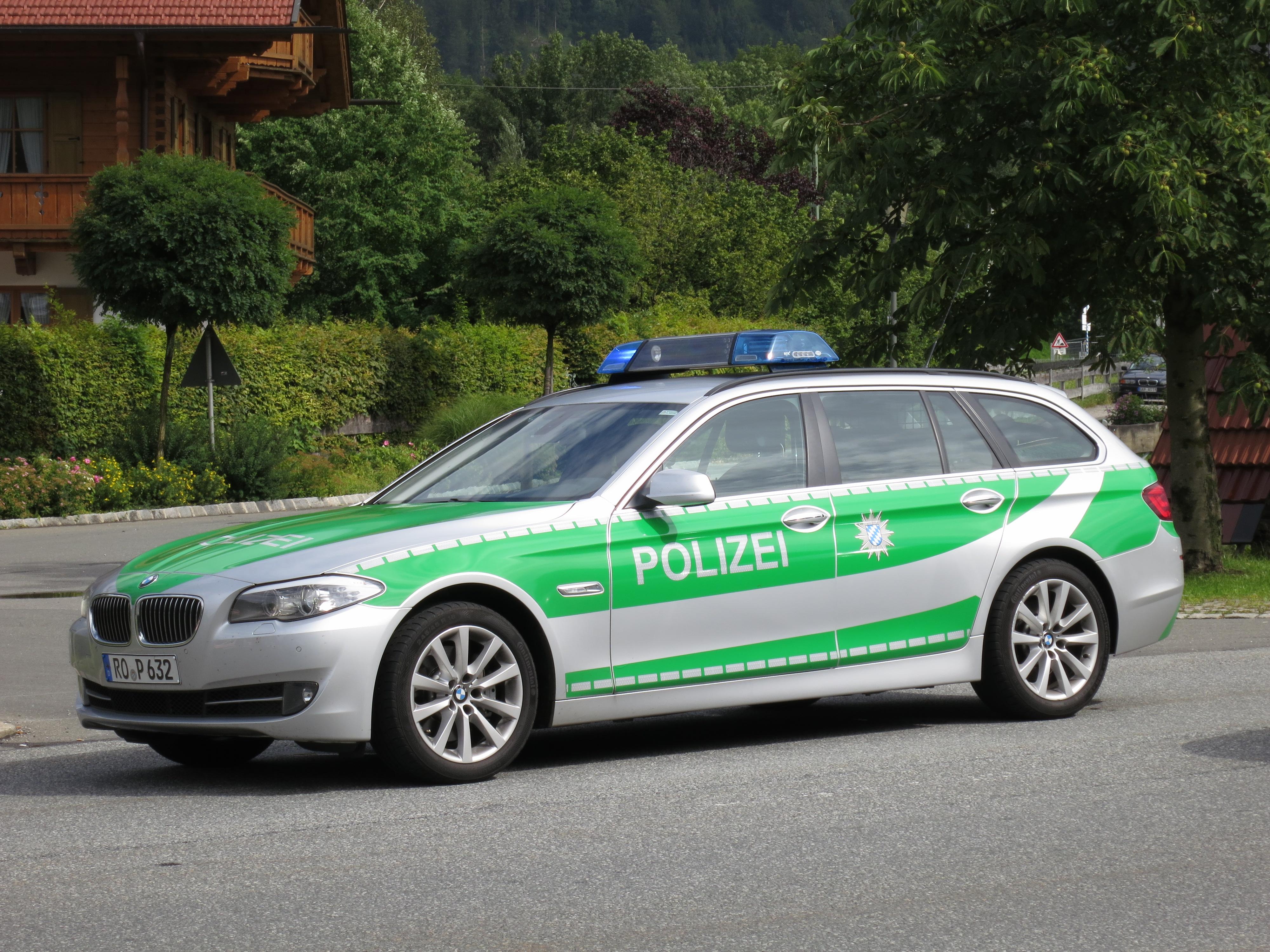 Cars Under 3000 >> File:5er BMW Polizei Bayern (7737915974).jpg - Wikimedia Commons