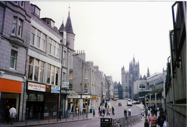 https://upload.wikimedia.org/wikipedia/commons/c/c7/Aberdeen_-_Schoolhill_leading_to_Upper_Kirkgate_-_geograph.org.uk_-_831777.jpg