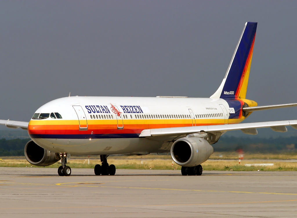 File Airbus A300B4 2C, Sultan Reizen (Fly Air) AN0389303 jpg Wikimedia Commons
