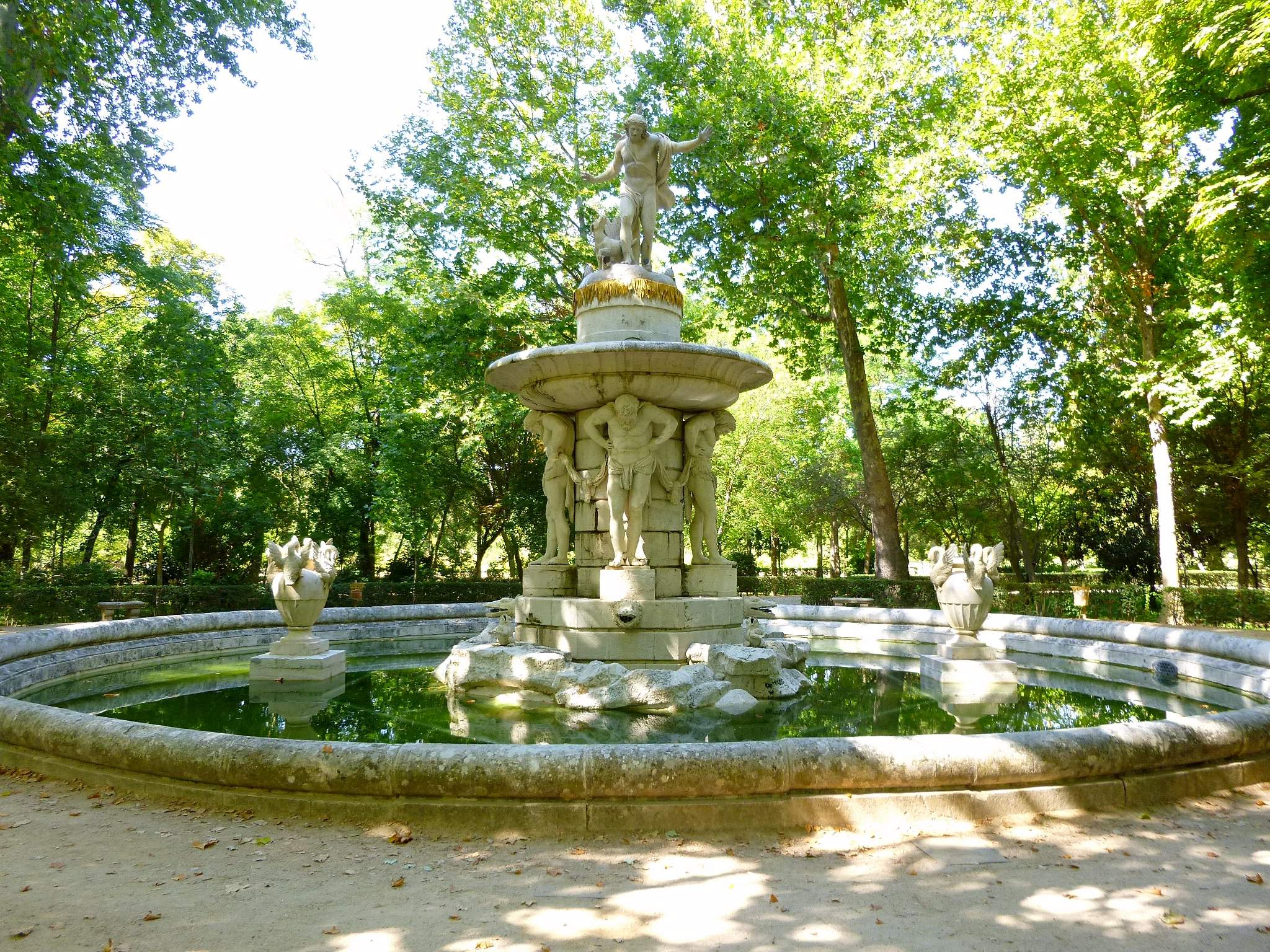 Fuente jardin fuente de jardn de hormign clsica pep for Fuentes de jardin