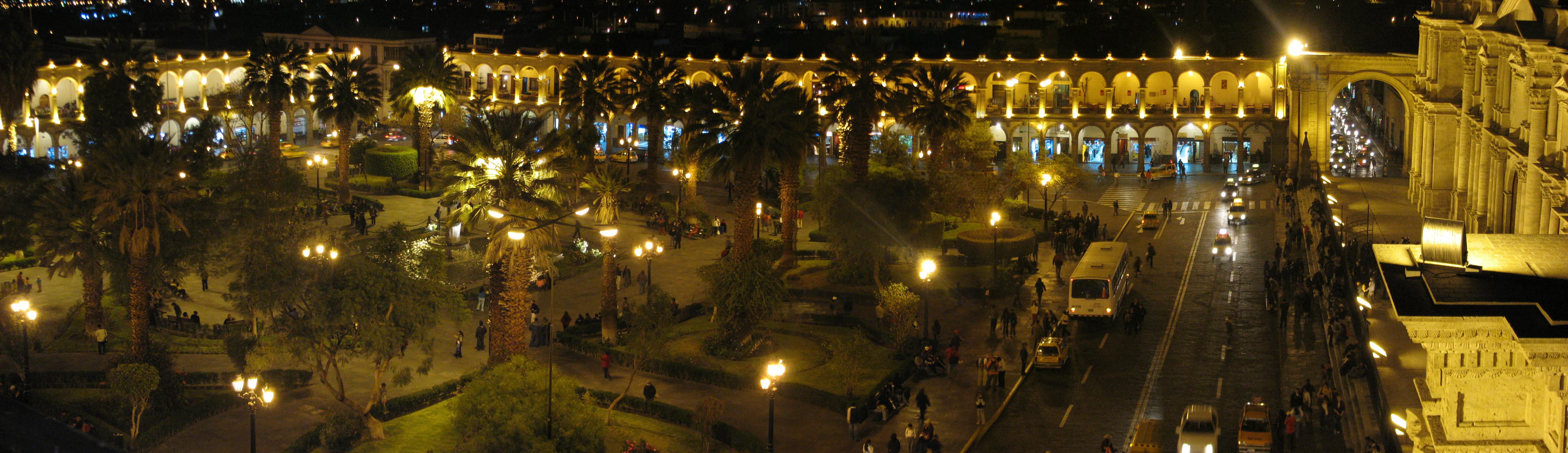 La plaza armas a noche