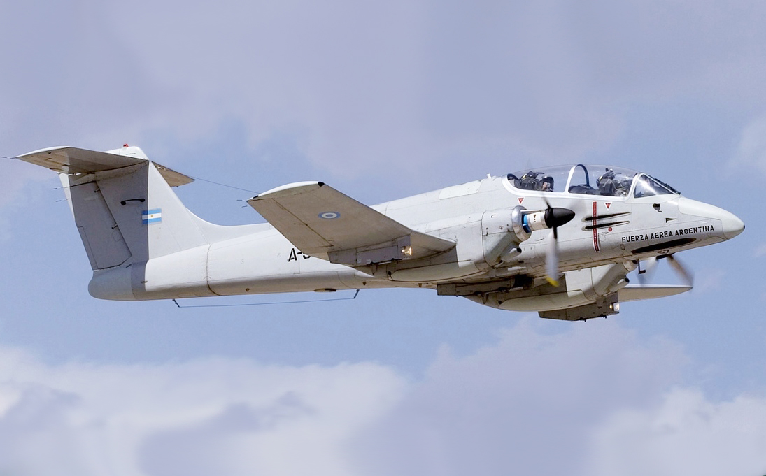 Archivo:Argentina Air Force FMA IA 58A Pucara (mod).jpg