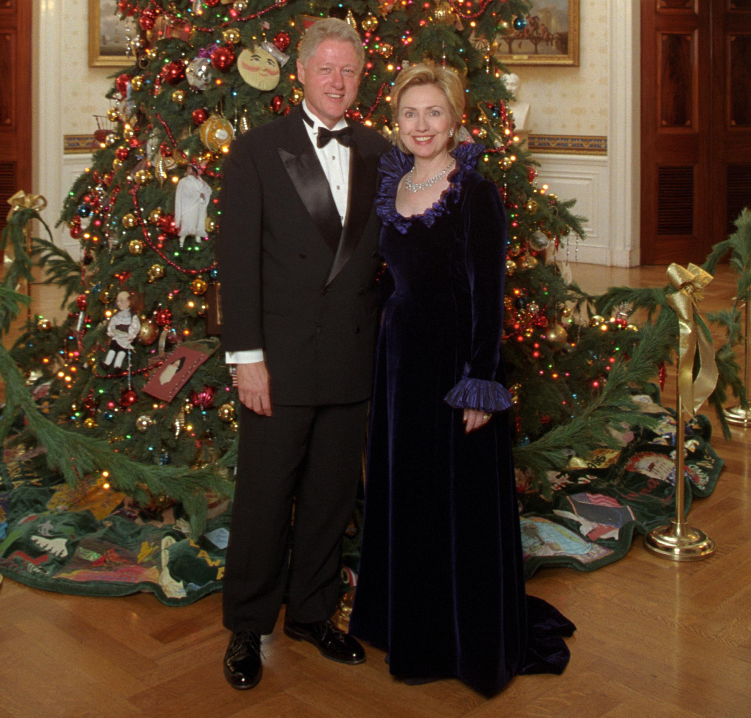 Hillary Clinton Christmas.File Bill And Hillary Clinton Christmas Portrait 1999 Cropped1 Jpg