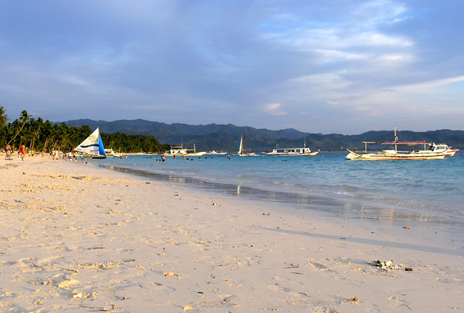 Arquivo: Boracay Branco beach.jpg