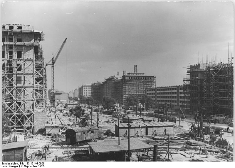 Bundesarchiv Bild 183-16144-0006, Berlin, Bau Karl-Marx-Allee, Block D-Nord.jpg