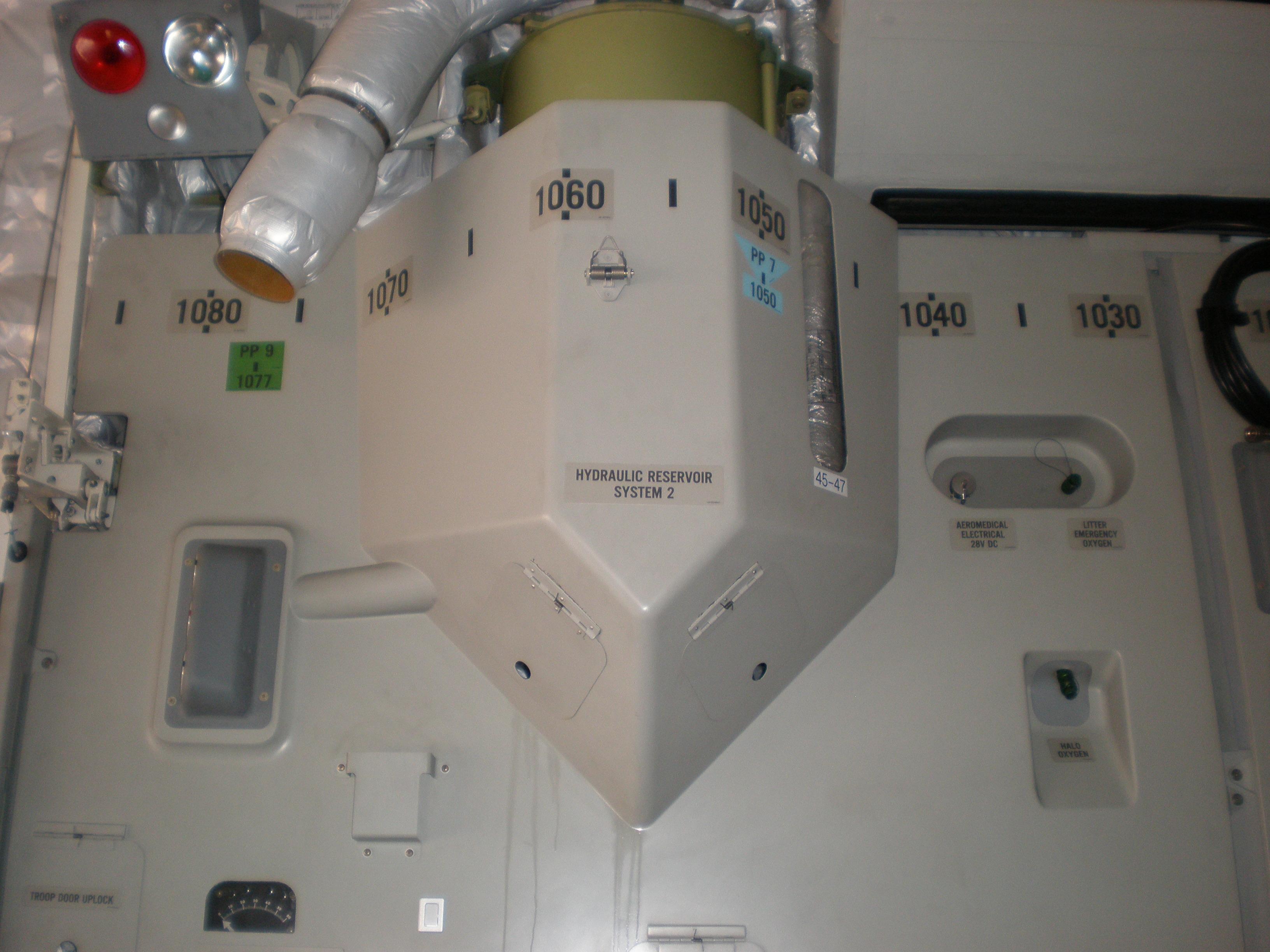 File:C-17 Globemaster III no  5139 hydraulic reservoir
