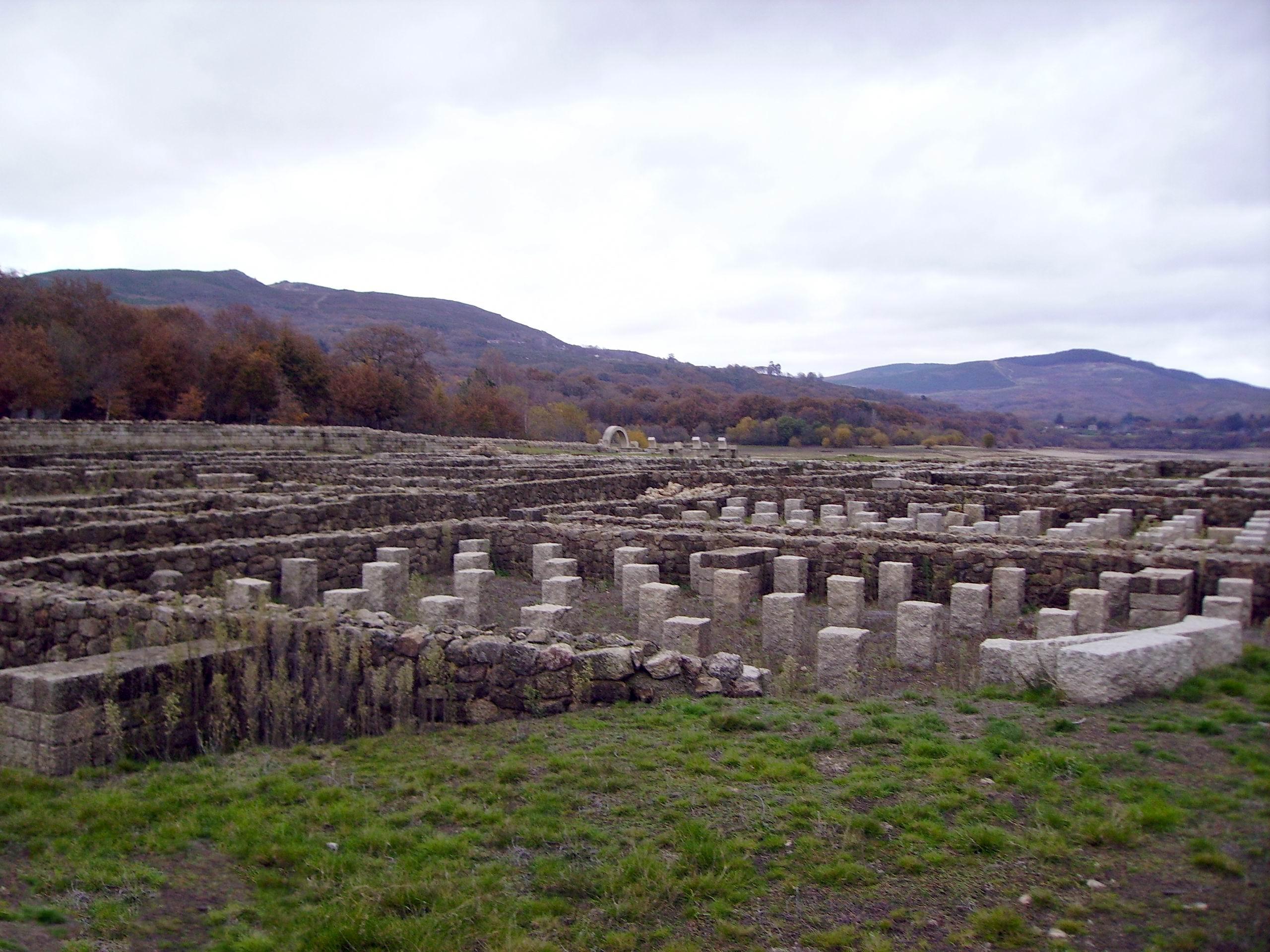 Baños Romanos Ourense:Campamento romano Aquis Querquennis – Baños de Bande