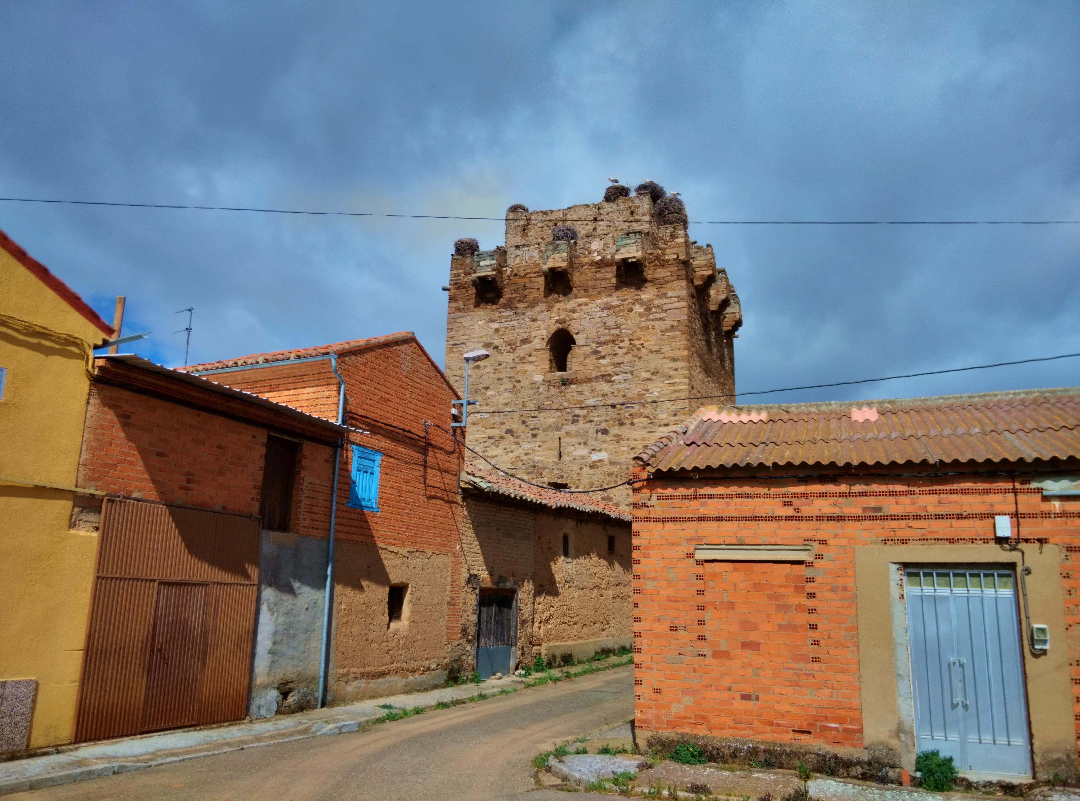 Archivo:Castillo de Quintana del Marco 01.jpg - Wikipedia, la ...