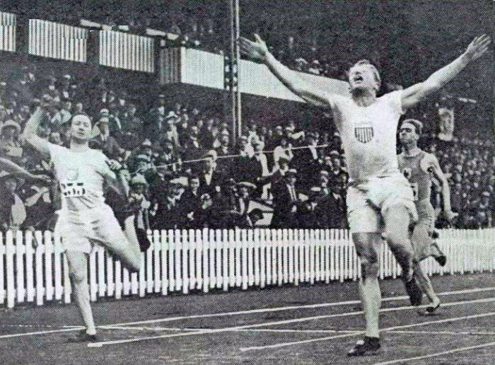 File:Charles Paddock vainqueur du 100 mètres aux JO de 1920.jpg