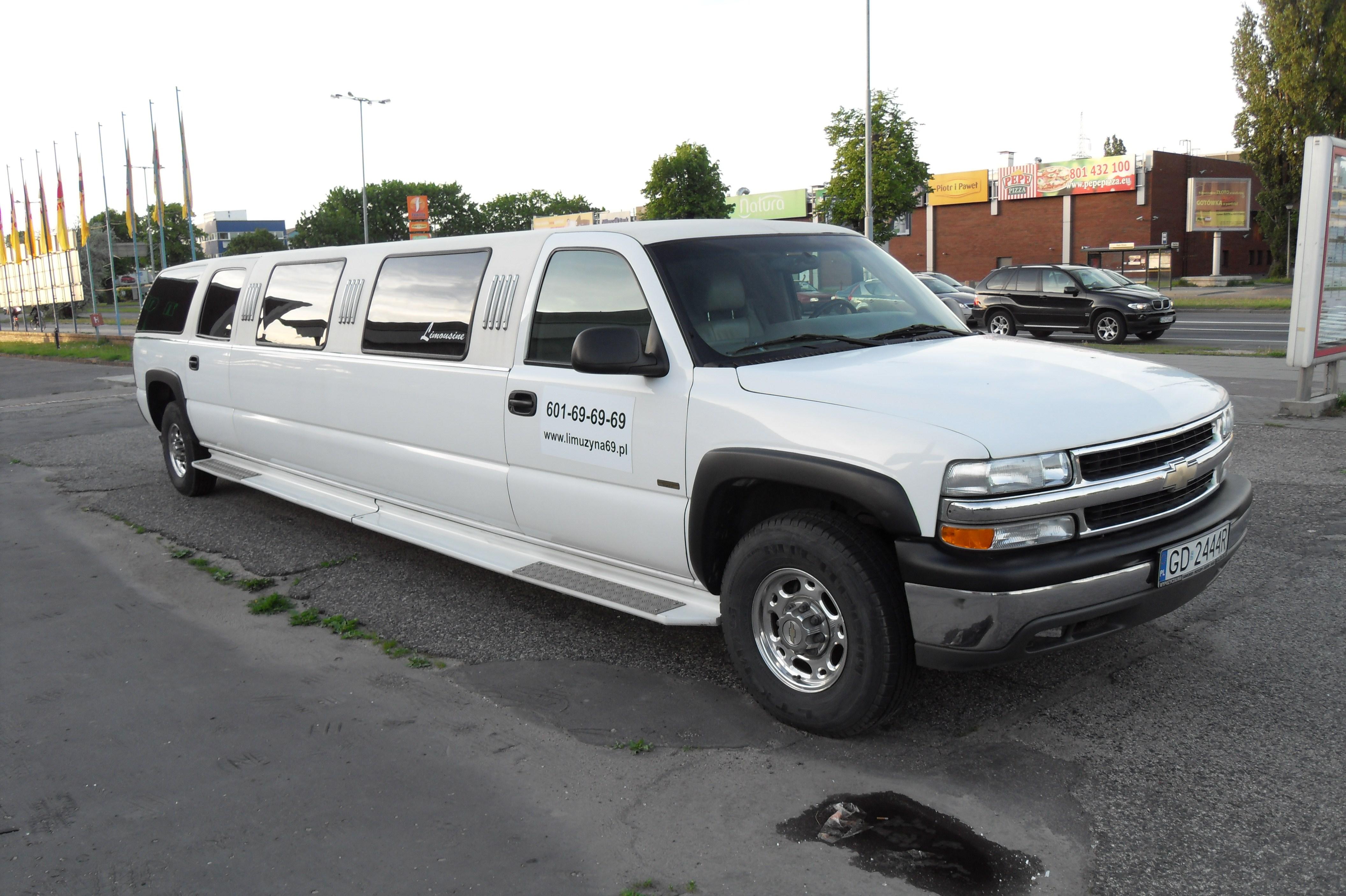 2 Person Car >> File:Chevrolet SUV long.JPG - Wikimedia Commons