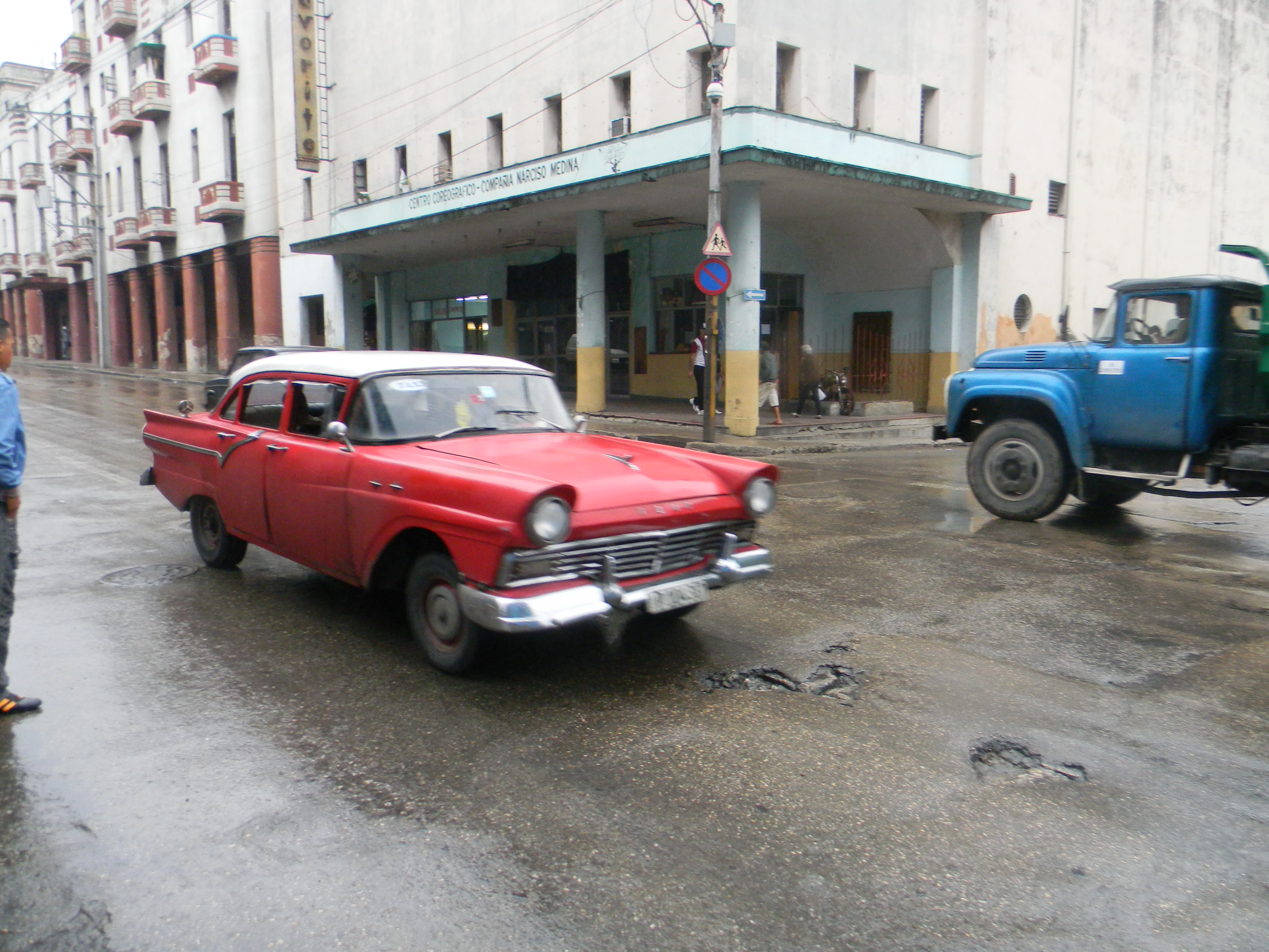 File:Classic cars in Cuba, Havana - Laslovarga031.JPG - Wikimedia ...