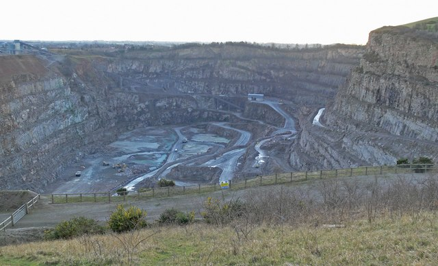 Croft Quarry - geograph.org.uk - 681324